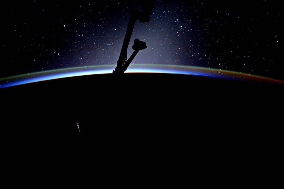 La sonda da transporte Dragon de SpaceX al ingresar en la atmósfera terrestre tras haber abastecido la Estación Espacial Internacional (Jack Fischer, NASA/ESA)