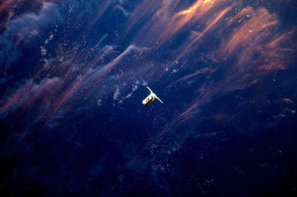 El vehículo de transporte Cygnus mientras se acerca a la Estación Espacial Internacional (Thomas Pesquet, ESA/NASA)