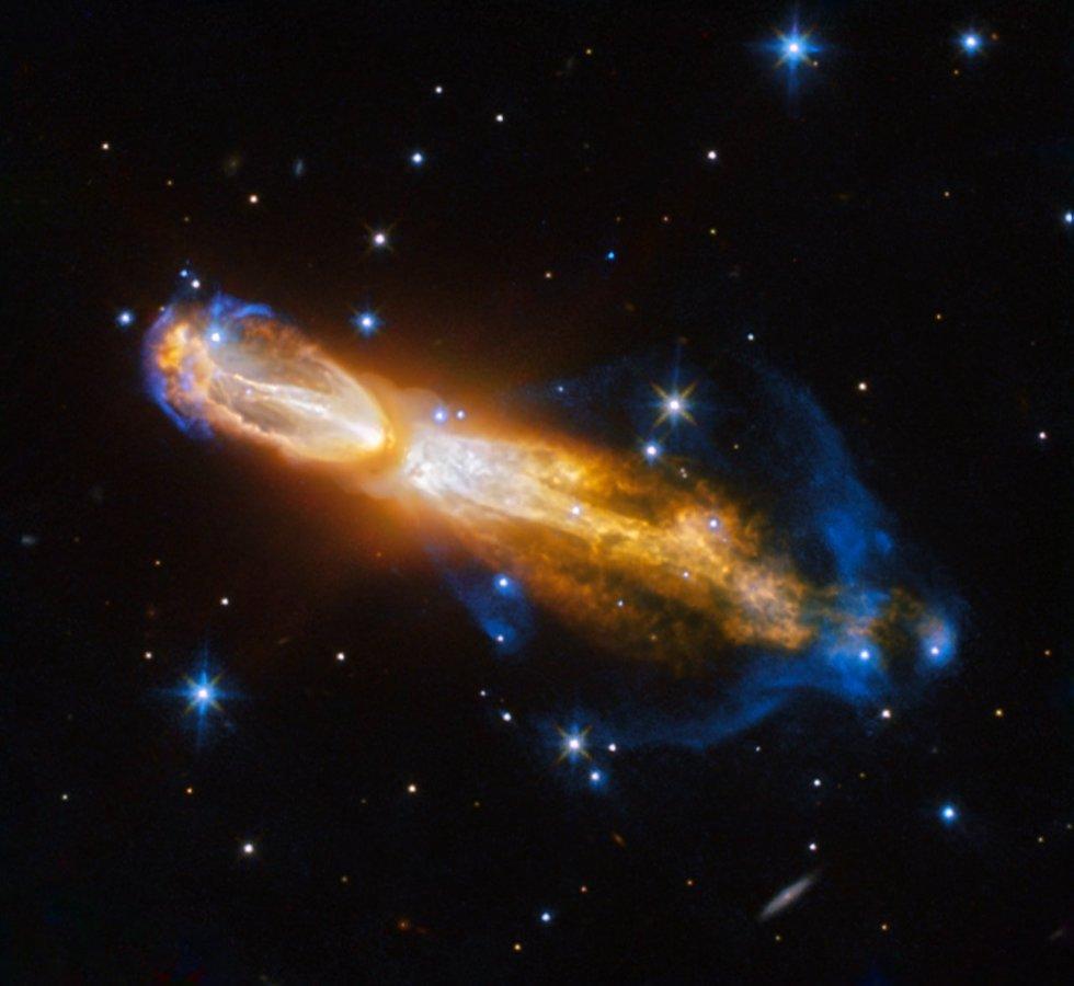 La nebulosa Calabash a 5 mil años luz de la Tierra. La foto capta el momento en el que la estrella se convierte de gigante roja a nebulosa (ESA/Hubble & NASA, Acknowledgement: Judy Schmidt)