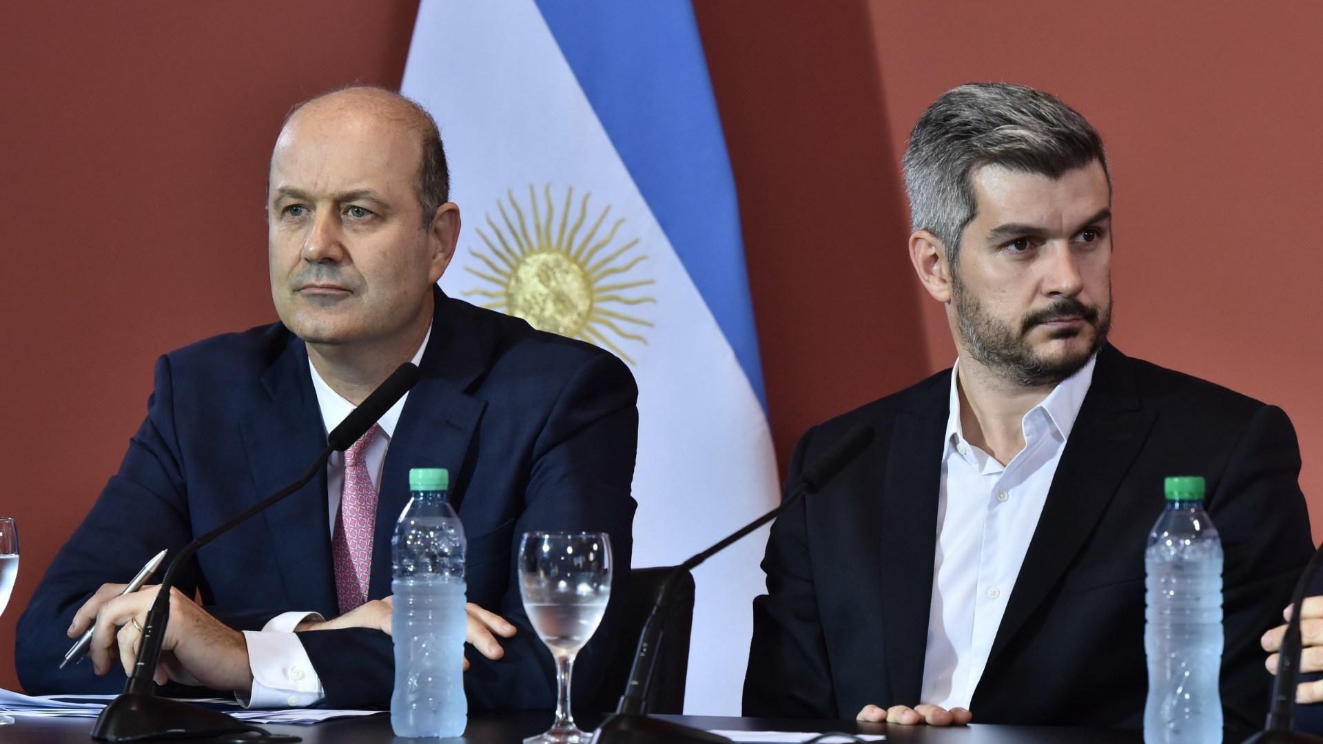 Sturzenegger y Peña en la conferencia del 28 de diciembre (Adrián Escándar)