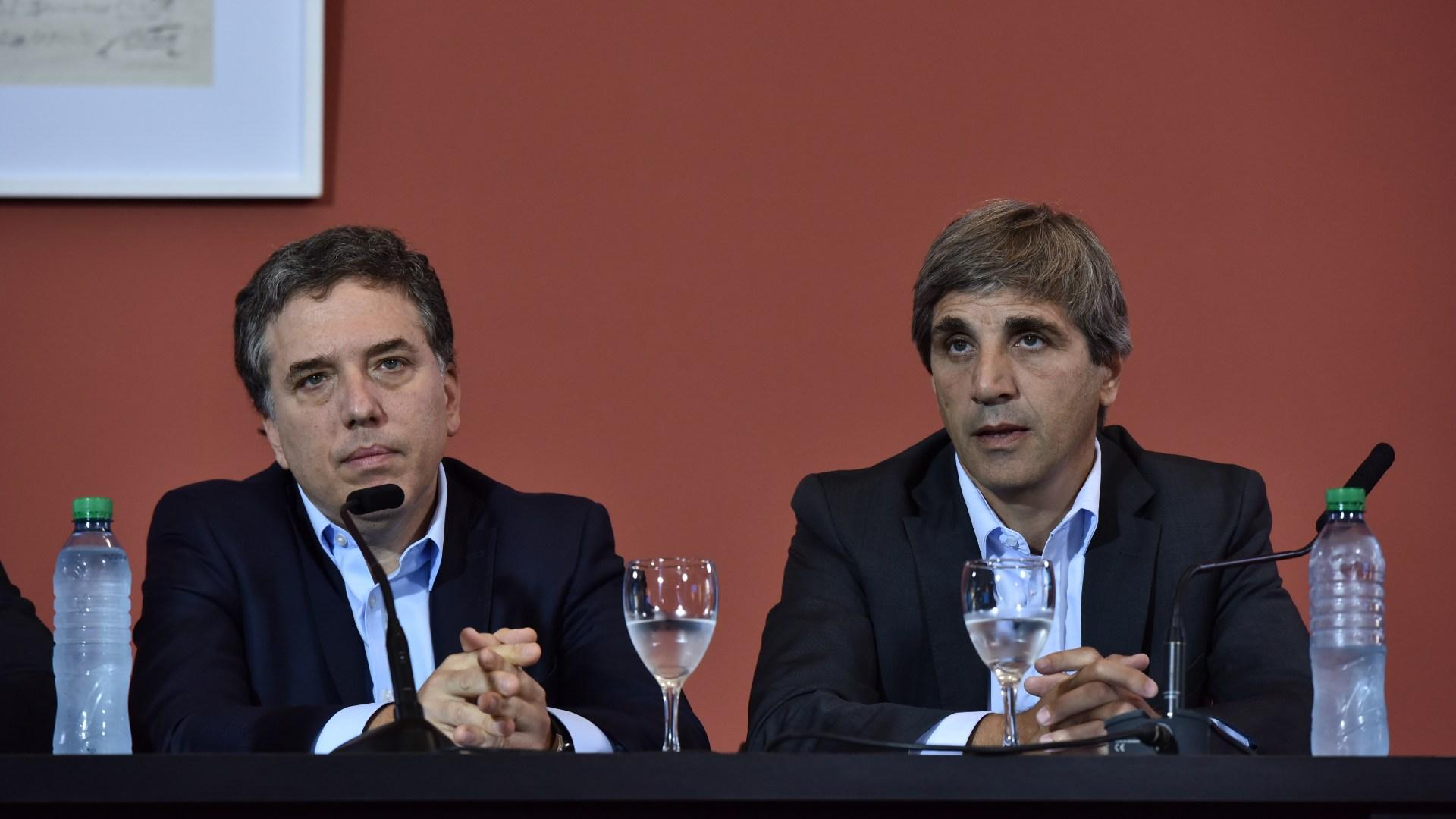 Nicolás Dujovne, ministro de hacienda, y Luis Caputo, ministro de Finanzas