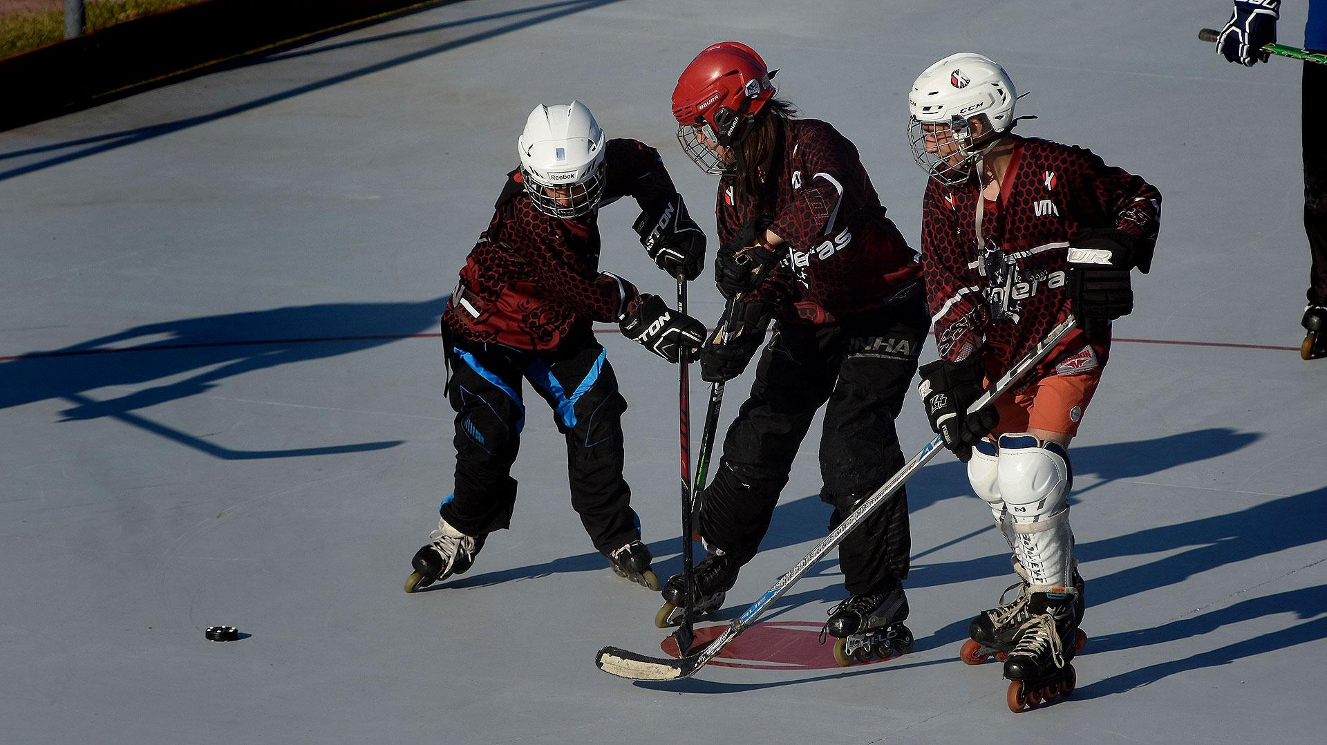 En la cita hubo clínicas de hockey sobre patines y sobre césped