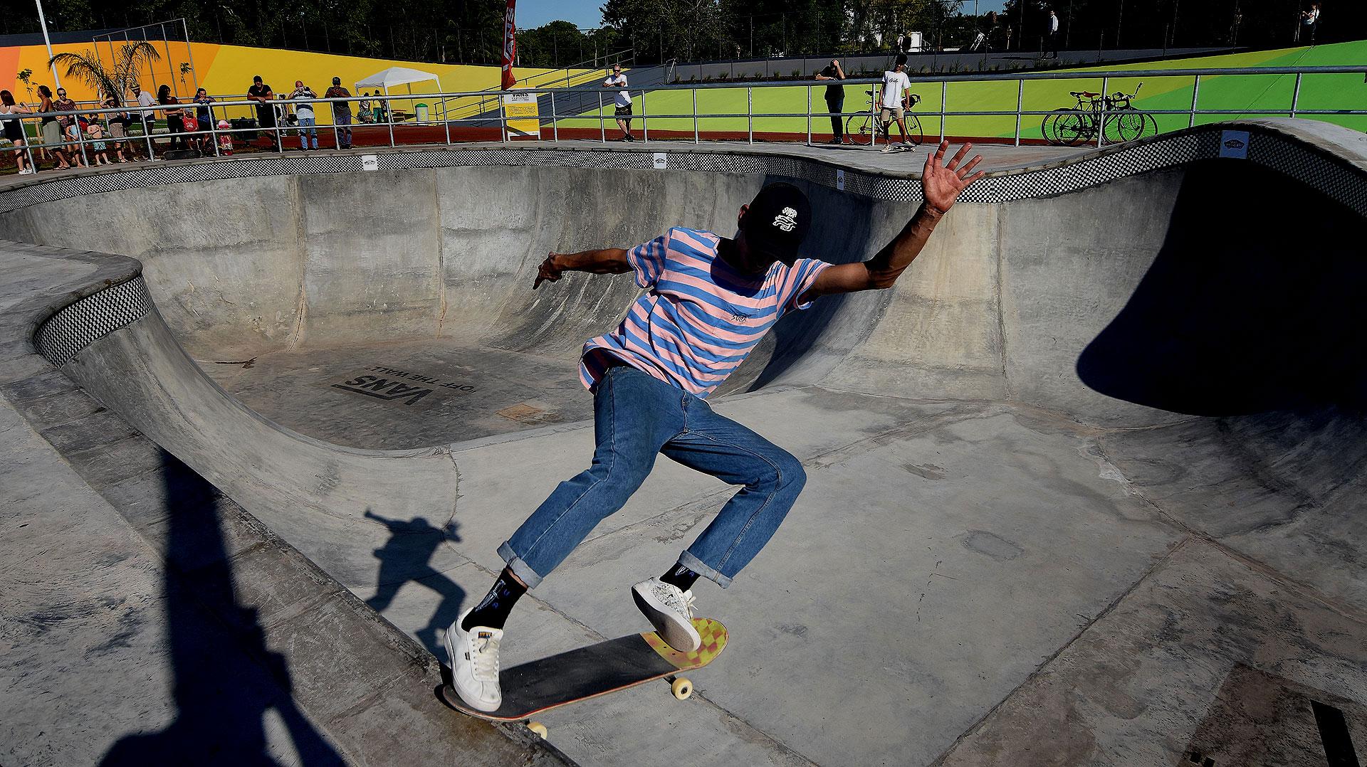 La pista de skate fue diseñada y construida por la firma Vans, que además la va a mantener para la Ciudad a través de un sistema de padrinazgo