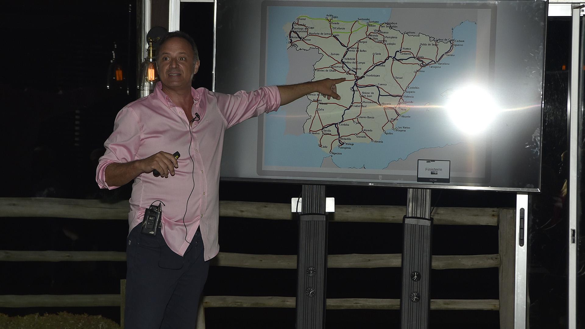 Javier Arroyo Navarro, Consejero de Turismo para Argentina, Uruguay, Paraguay, Chile, Bolivia, Perú y Ecuador de la Oficina Española de Turismo en Buenos Aires de la Embajada de España, durante su presentación
