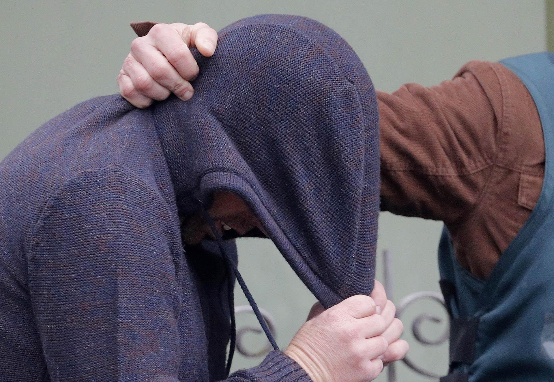 """José Enrique Abuín, conocido como """"el chicle"""", asesino confeso de Diana Quer, es trasladado tras un registro realizado en su domicilio"""