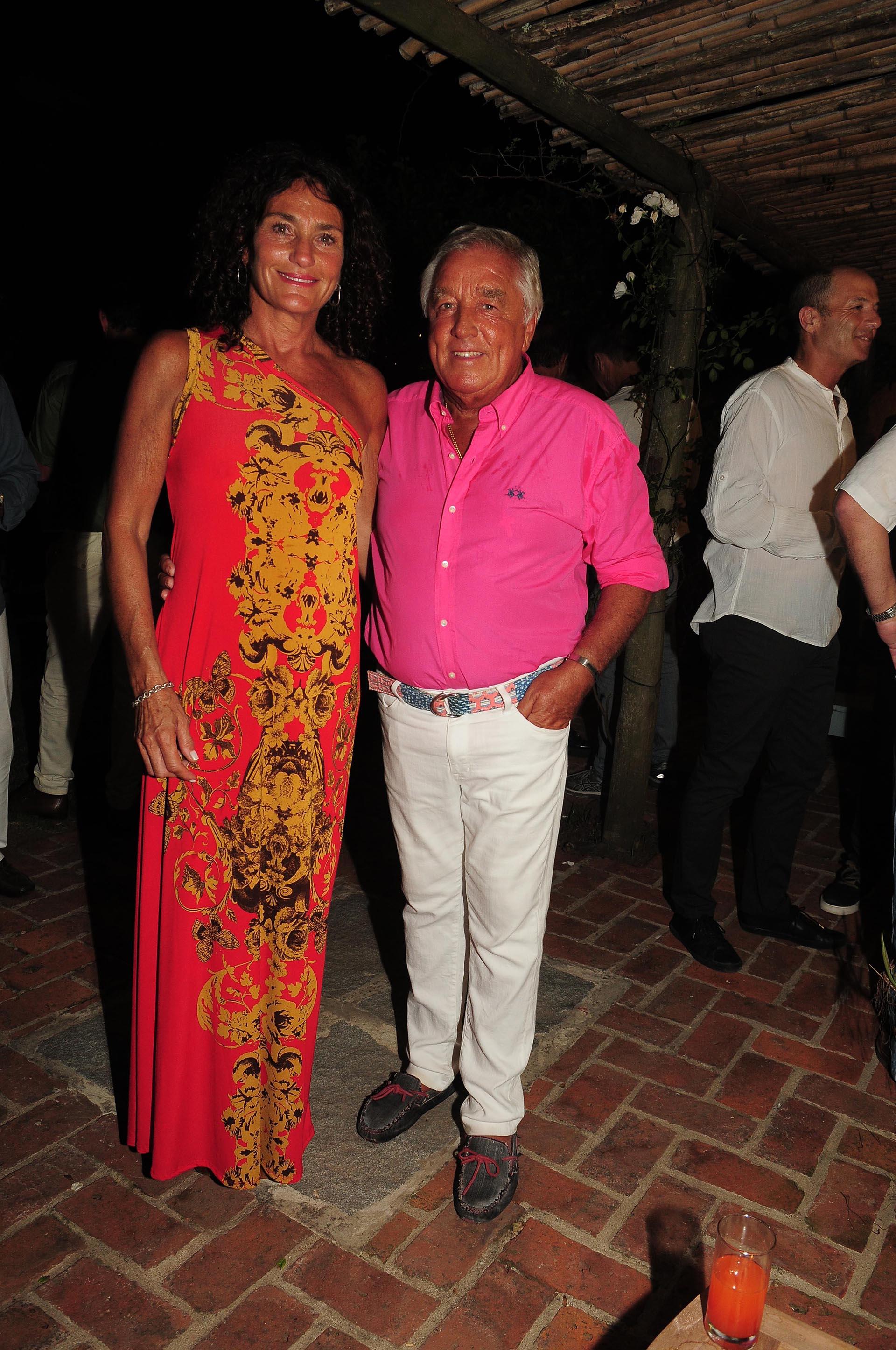 El presidente del Gruppo Modena, Julio De Marco, y su mujer Alejandra Stefani recibieron a los invitados al cumpleaños en su casa de Punta del Este