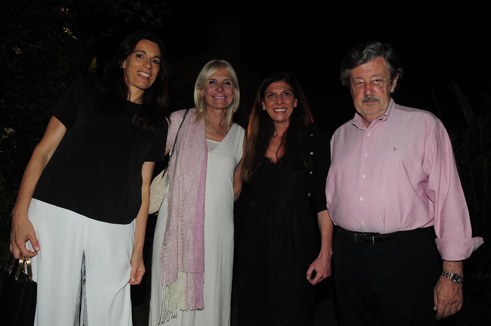 Paola Biscaro junto a Teresa y Rafaella Castaldo, y Miguel Schapire