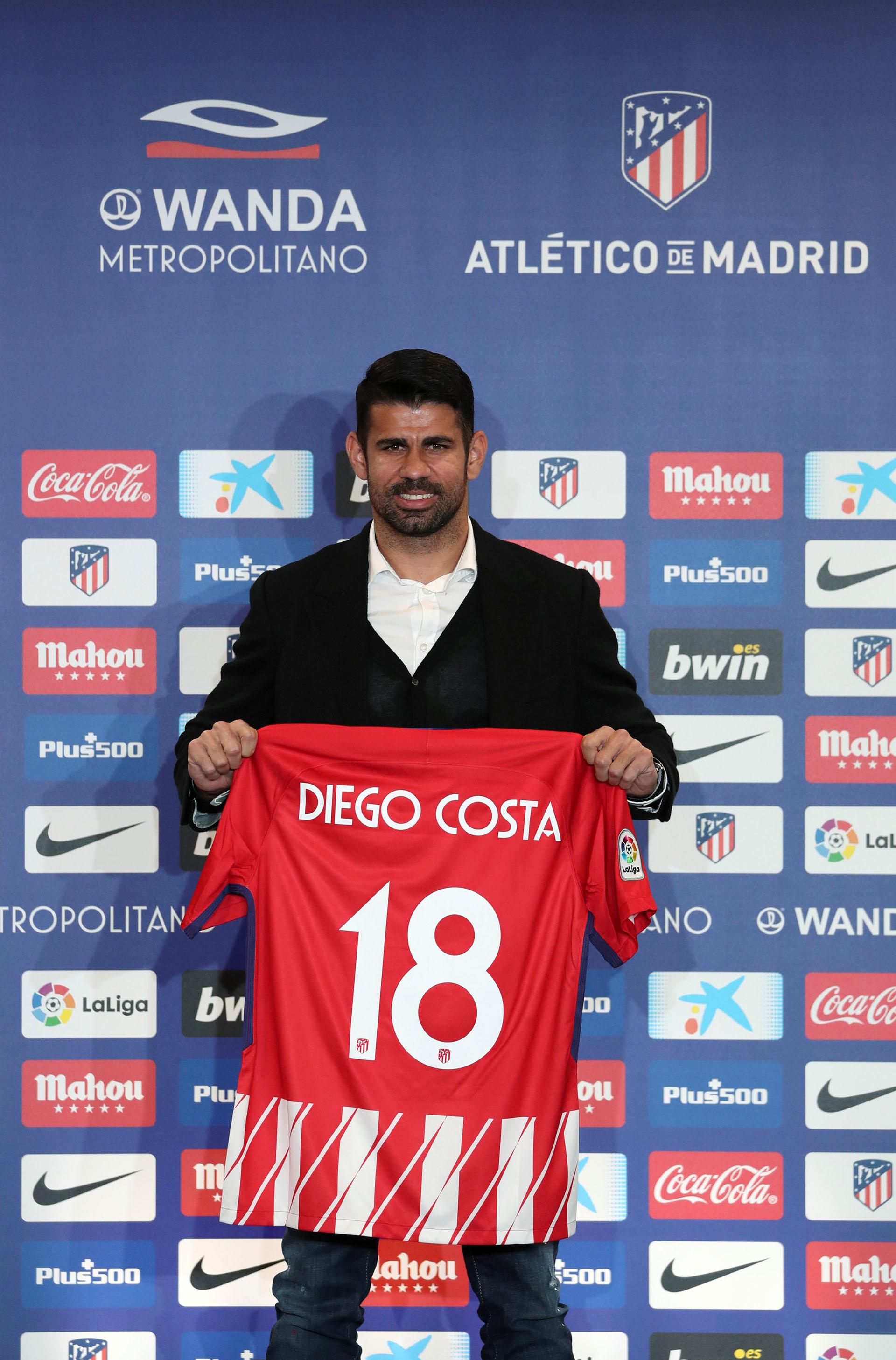 14 imágenes de la presentación de Diego Costa en el Atlético Madrid ... db7021554a713