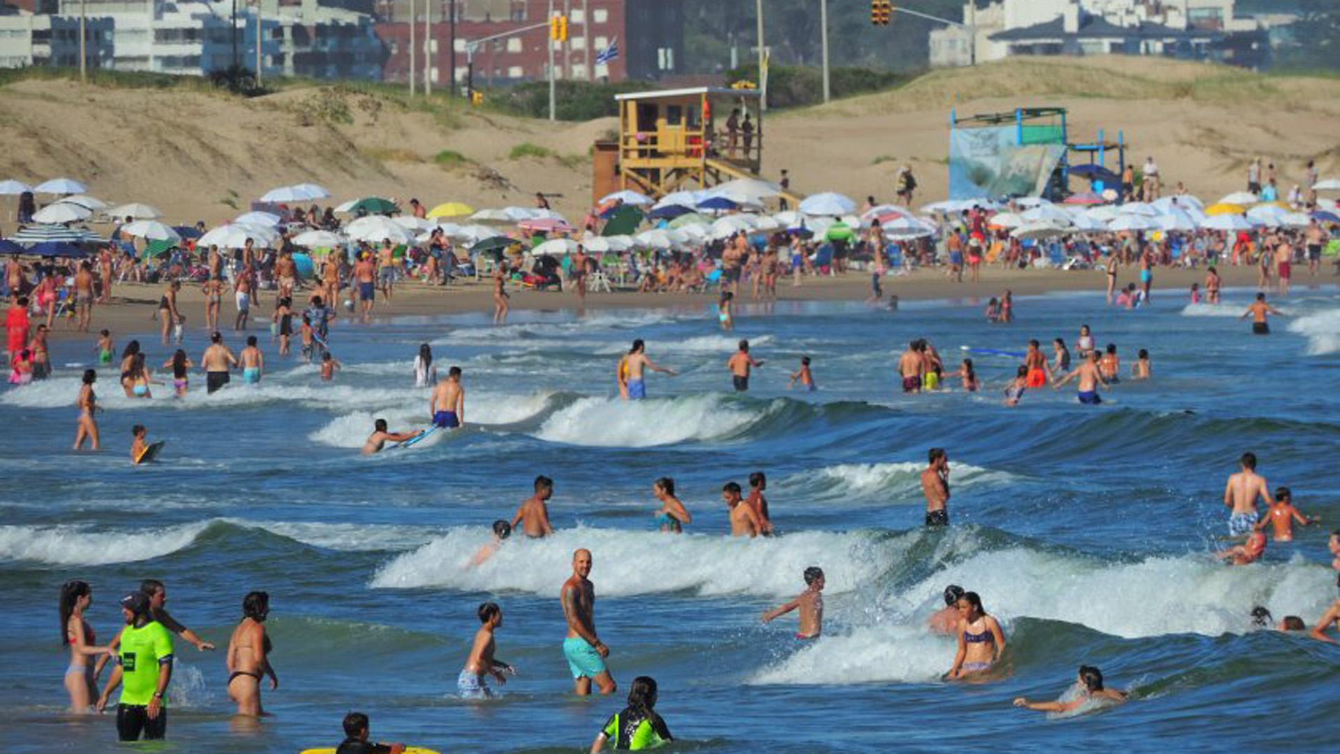 Se espera que lleguen 2,5 millones de argentinos a Uruguay(Marcelo Umpierrez)