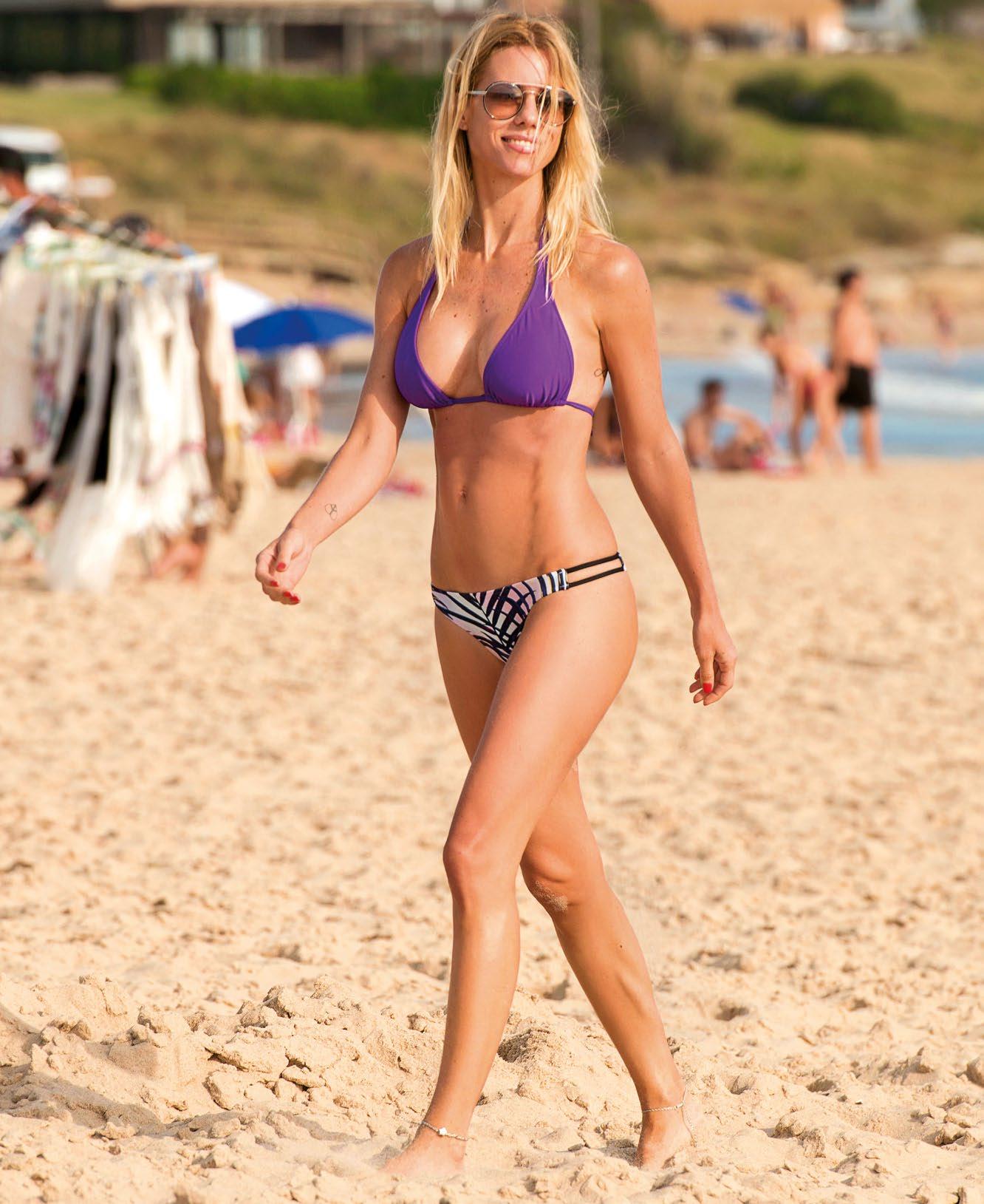 Nicole Neumannen las playas de Punta del Este