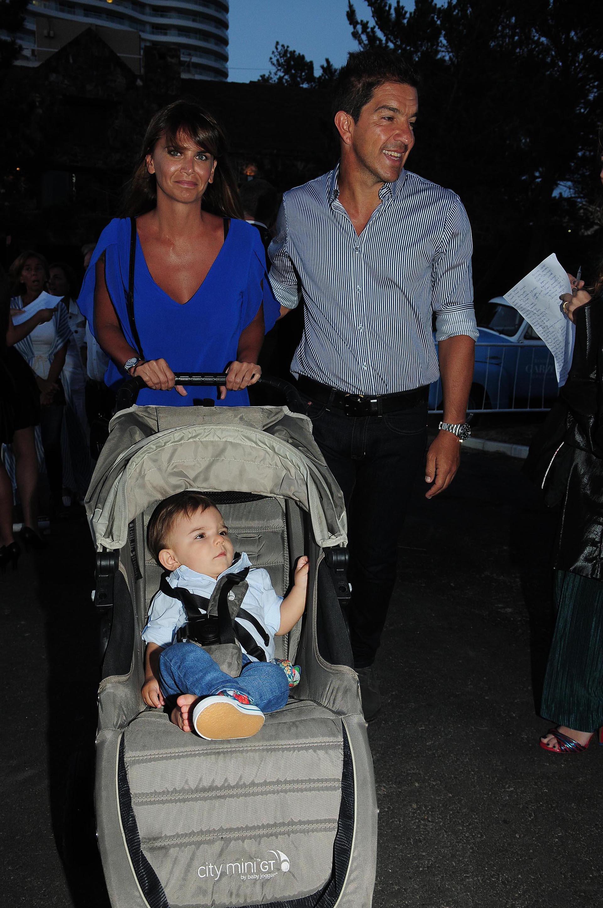 Amalia Granata y Leo Squarzon junto a su hijo Roque