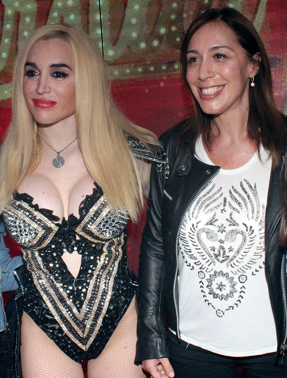 (Eduardo Aguada) Vidal fue al teatro a ver a Fatima Florez y posó para los fotógrafos.