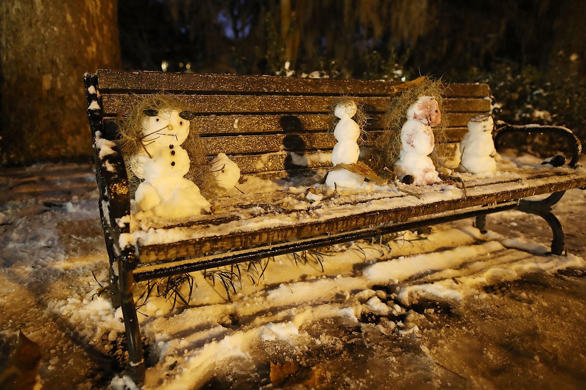 No es común ver muñecos de nieve en Savannah, Georgia, pero esta histórica tormenta lo hizo posible (Joe Raedle/Getty Images/AFP)
