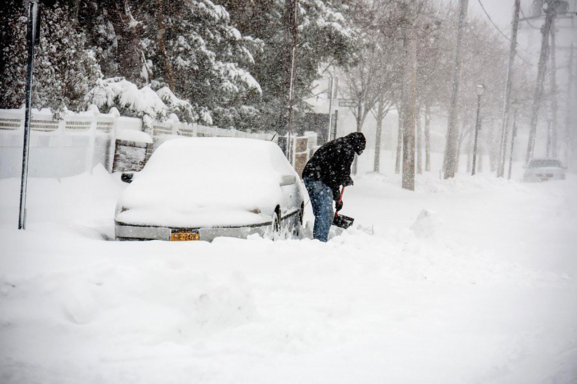 Los caminos quedaron bloqueados en cientos de ciudades por la gran cantidad de nieve que cayó