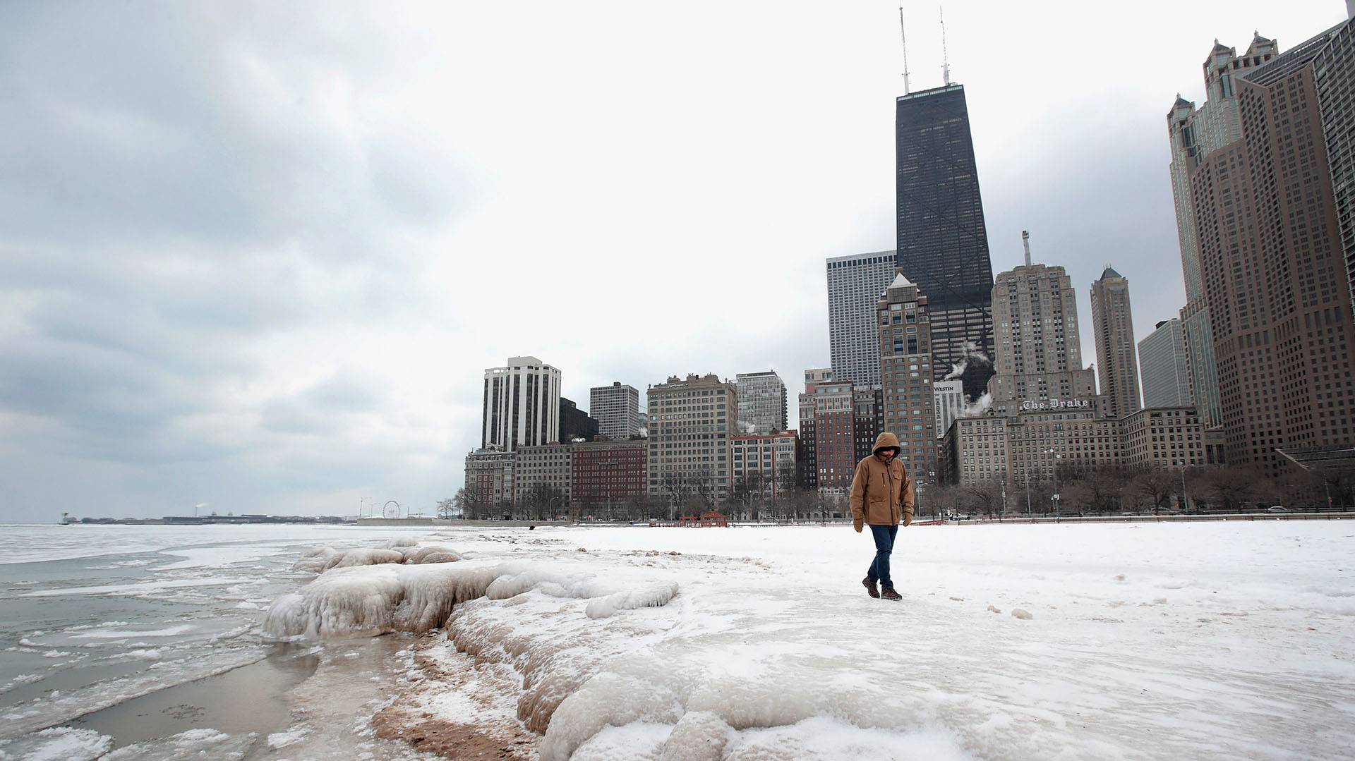 La costa del Lago Michigan en Chicago, completamente congelada (Olson/Getty Images/AFP)
