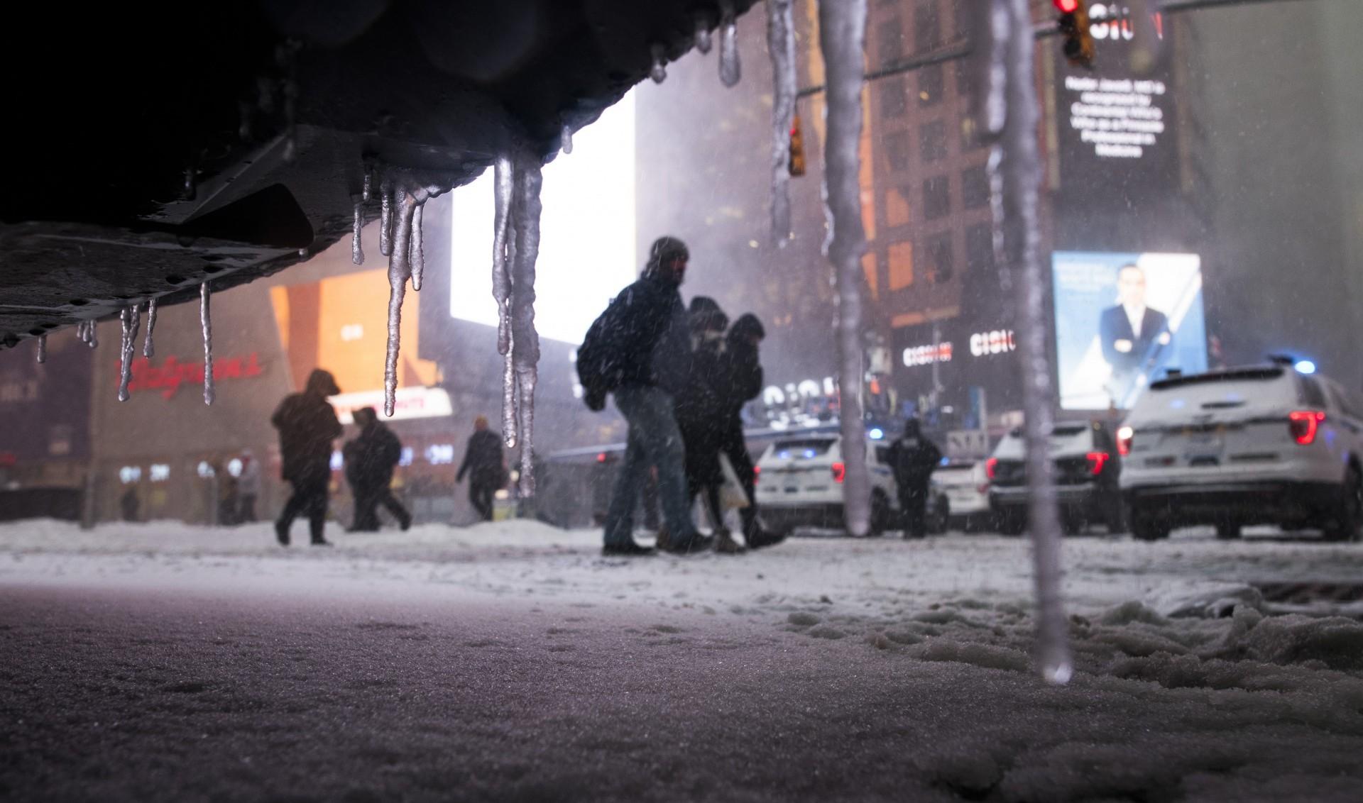 El Times Square amaneció con una capa de nieve
