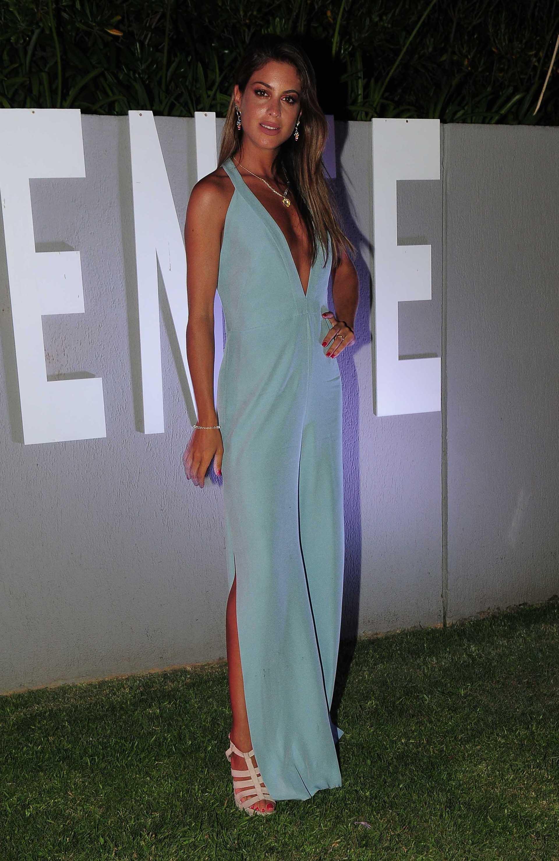 Agustina Casanova -siempre imponiendo estilo -vestida por Evangelina Bomparola, zapatos de Ricky Sarkany