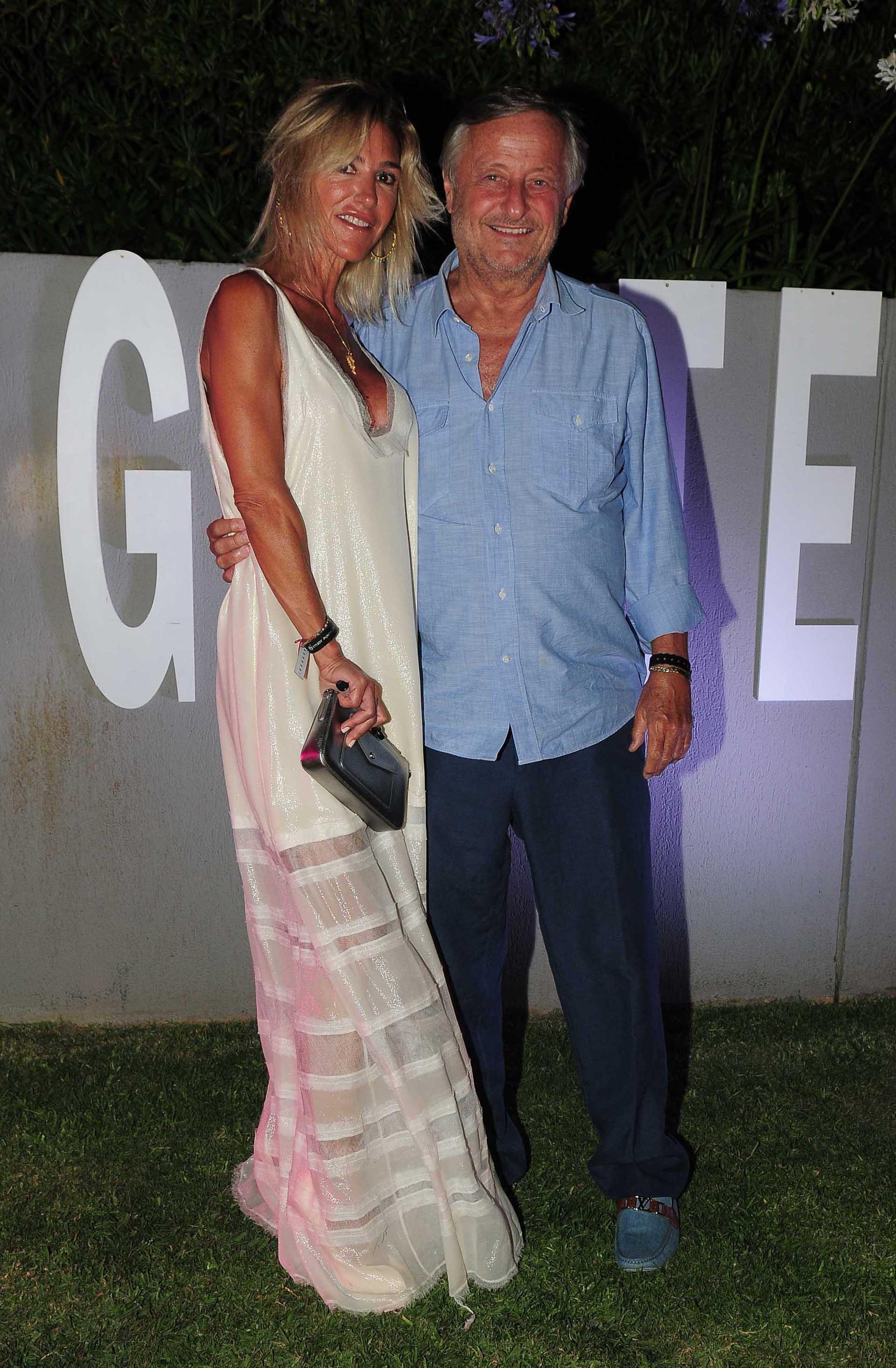 Gabriela Castellani vestido de El Camarín y zapatos de Prada y Cristiano Rattazzi