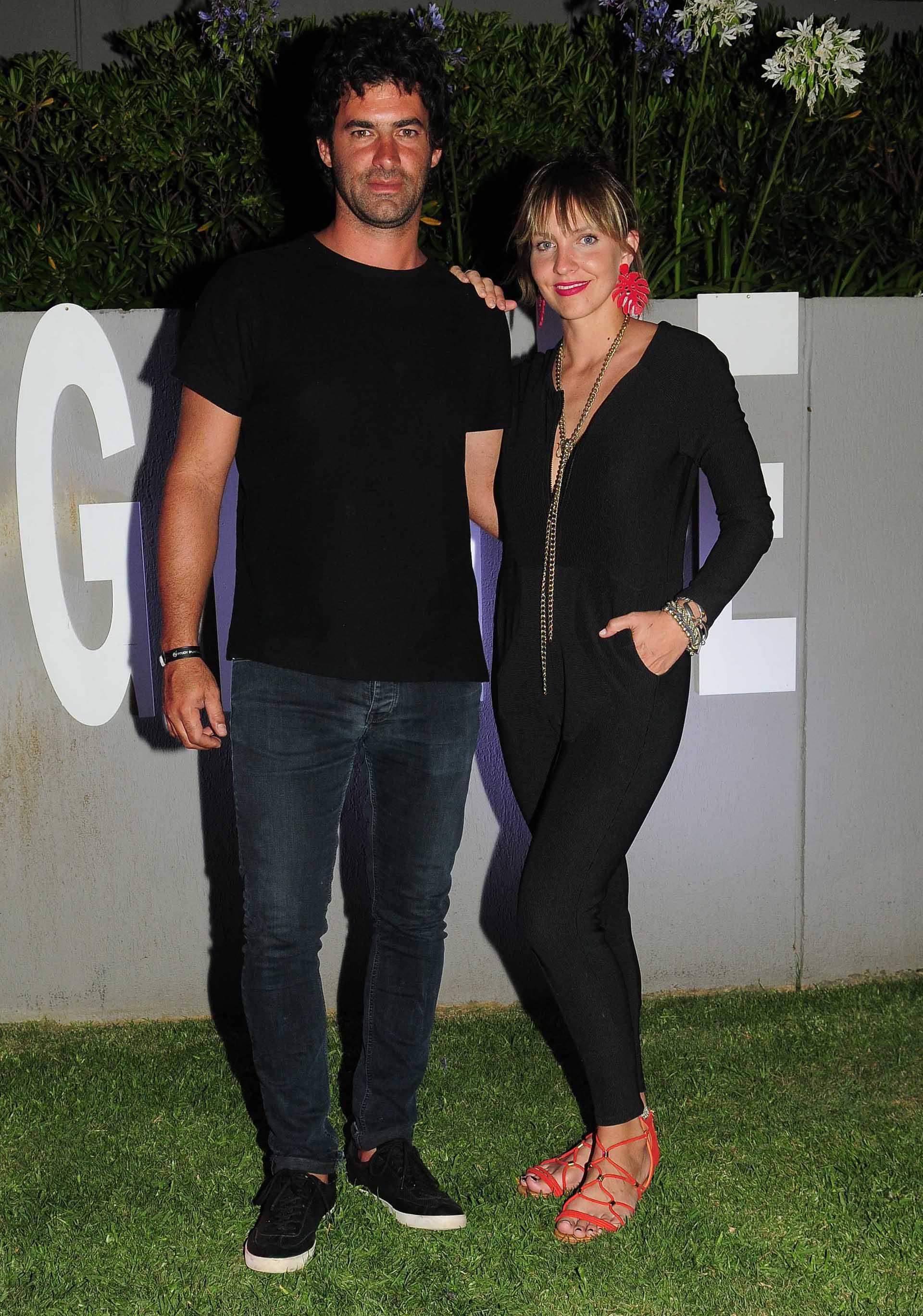 Diego Balut muy casual con total look de Zara y Dolores Manso vestida de María Cher (GM Press Punta del Este)