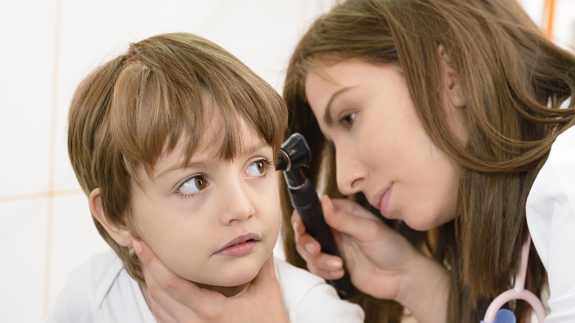 La otitis es la molestia más común durante el periodo vacacional de verano (Getty)