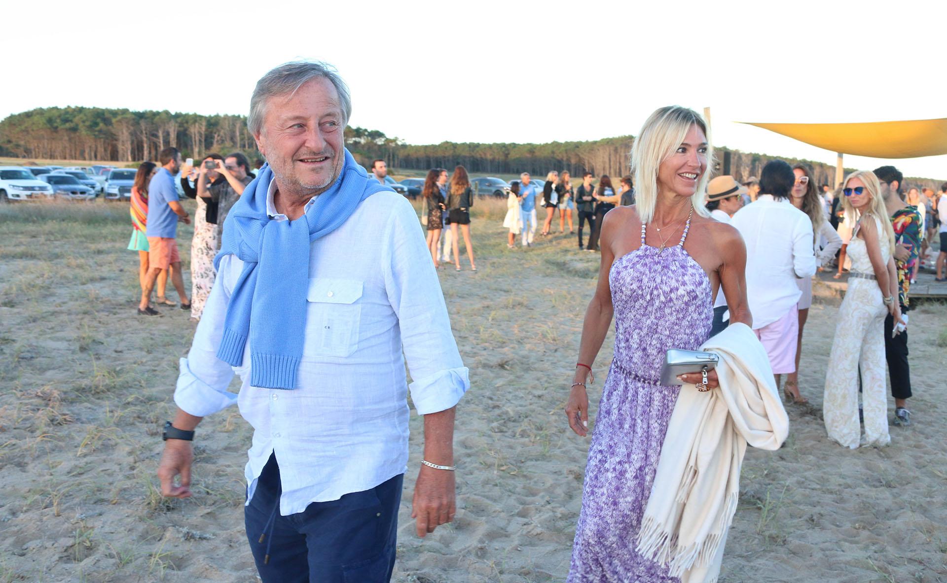 Cristiano Rattazzi y Gabriela Castellani, dos habitués del verano esteño, se divirtieron en el espectacular evento que terminó de noche y con los fuegos de Francis Malmann