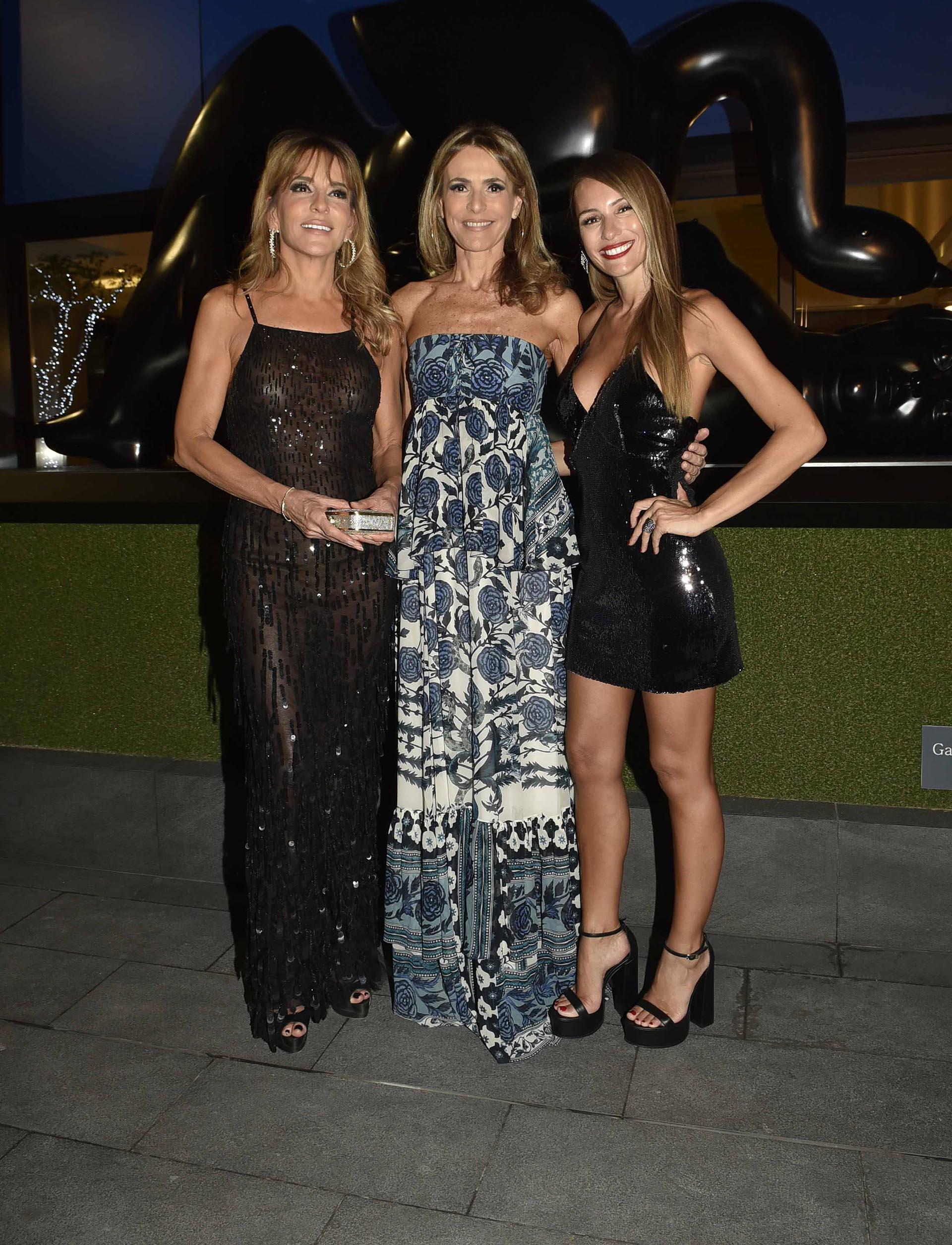 Patricia y Rossella Della Giovampaola, siempre fabulosas con sus estilismos, junto a Pampita