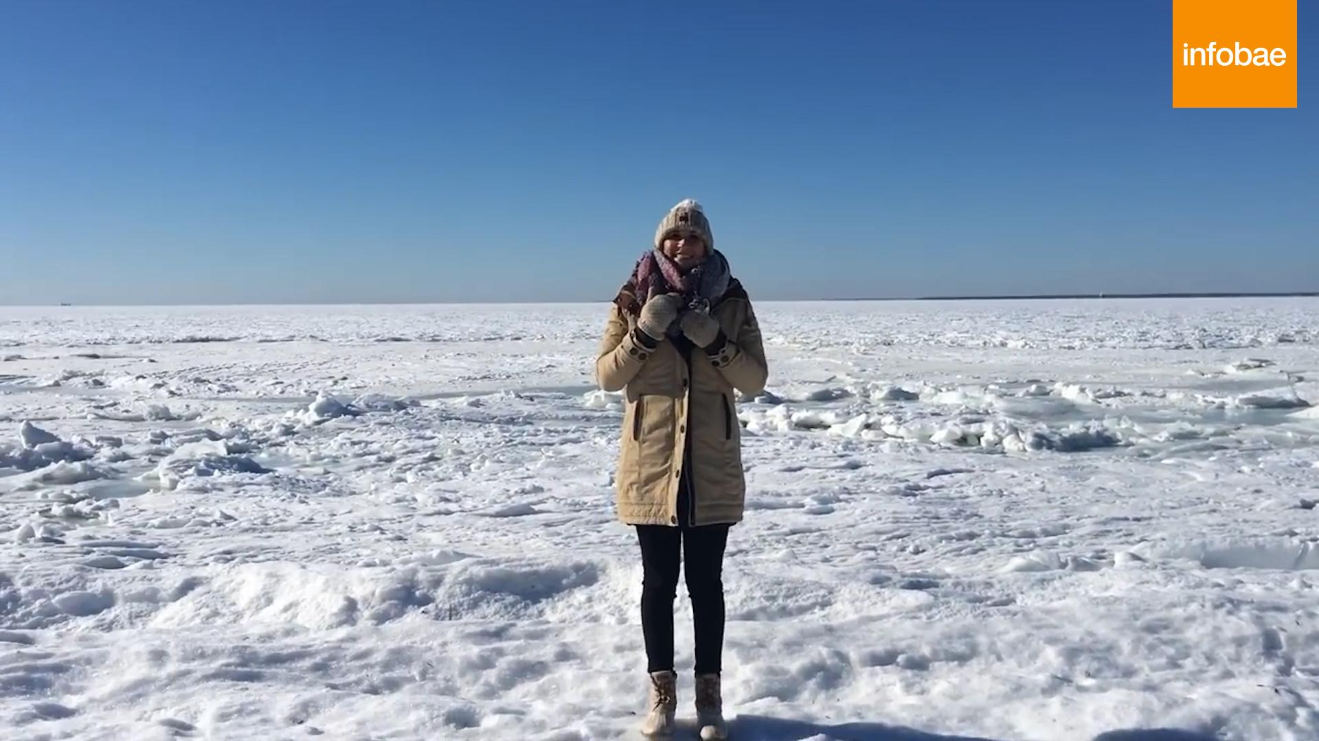 Hasta el horizonte, el mar se cubrió de hielo tras bajar la temperatura a -20°C