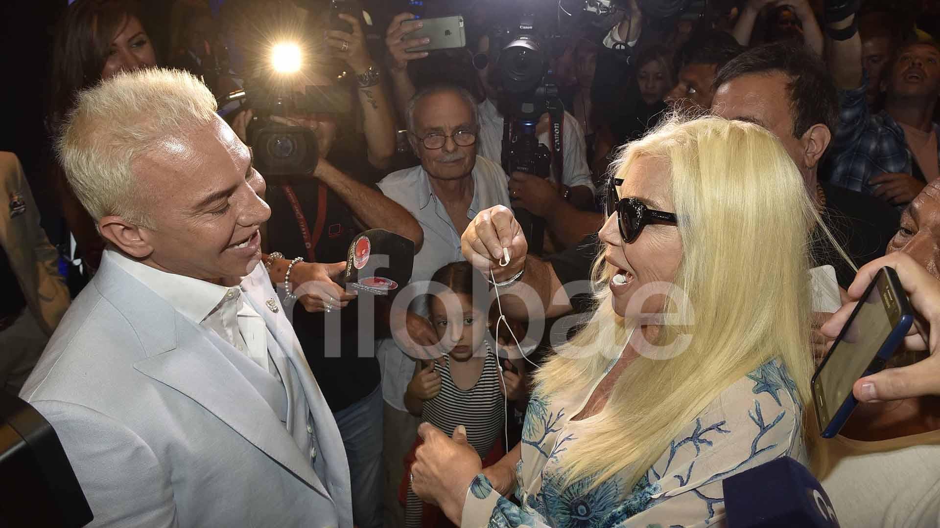 El saludo frente a las cámaras entre Flavio Mendoza y Susana Giménez