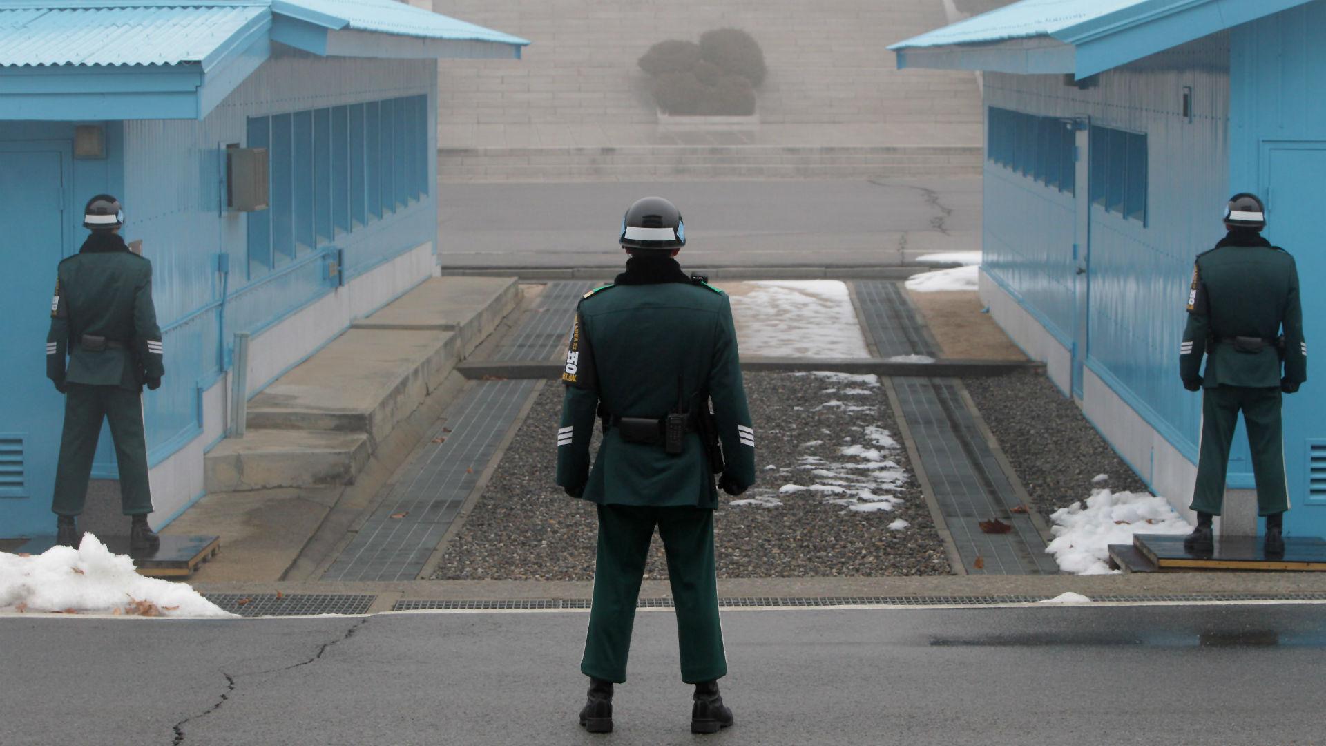 Soldados de Corea del Sur en la zona desmilitarizada entre los dos países (Getty Images)