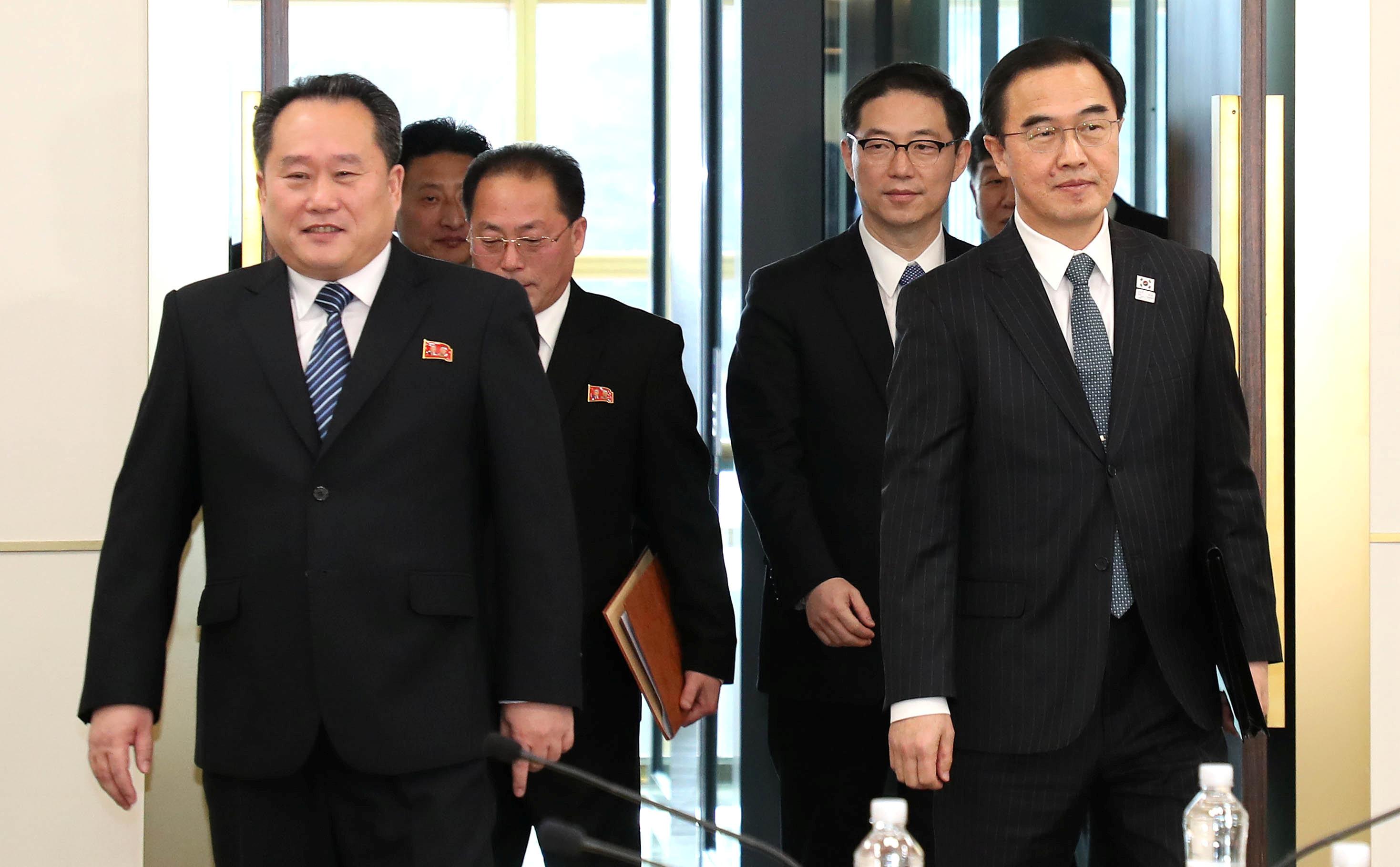 Delegados de las Coreas arriban a la reunión de este martes