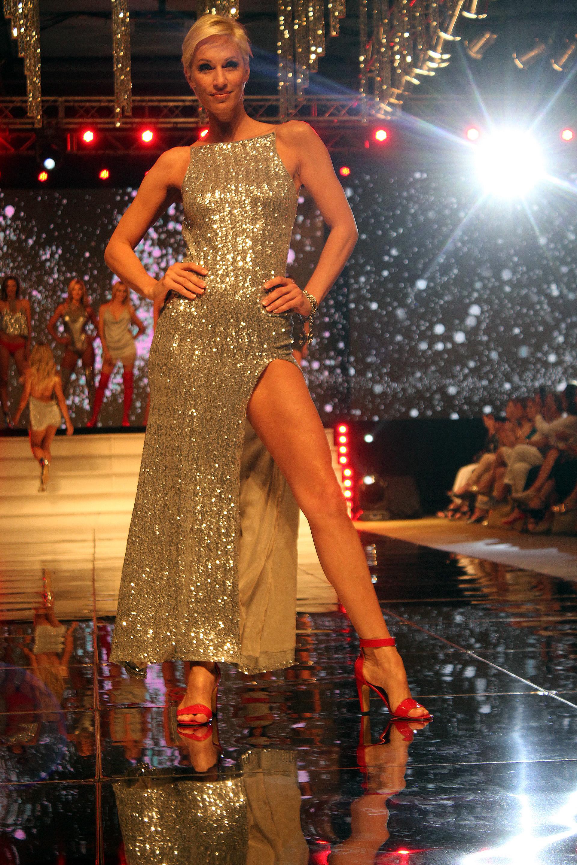 """Ingrid Grudke deslumbró con su belleza en el Mar del Plata Moda Show. La ex de Cristóbal López está participando en la comedia """"Como el culo"""""""