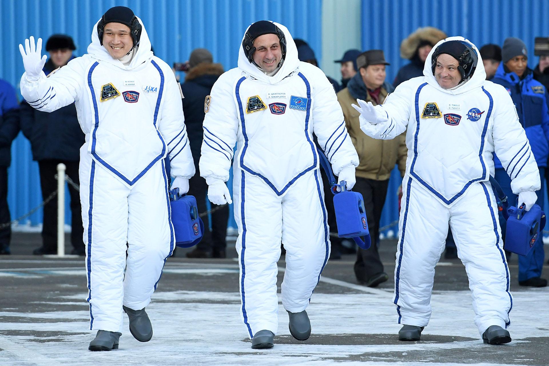 El japonés Norishige Kanai, el ruso Anton Shkaplerov y el estadounidense Scott Tingle
