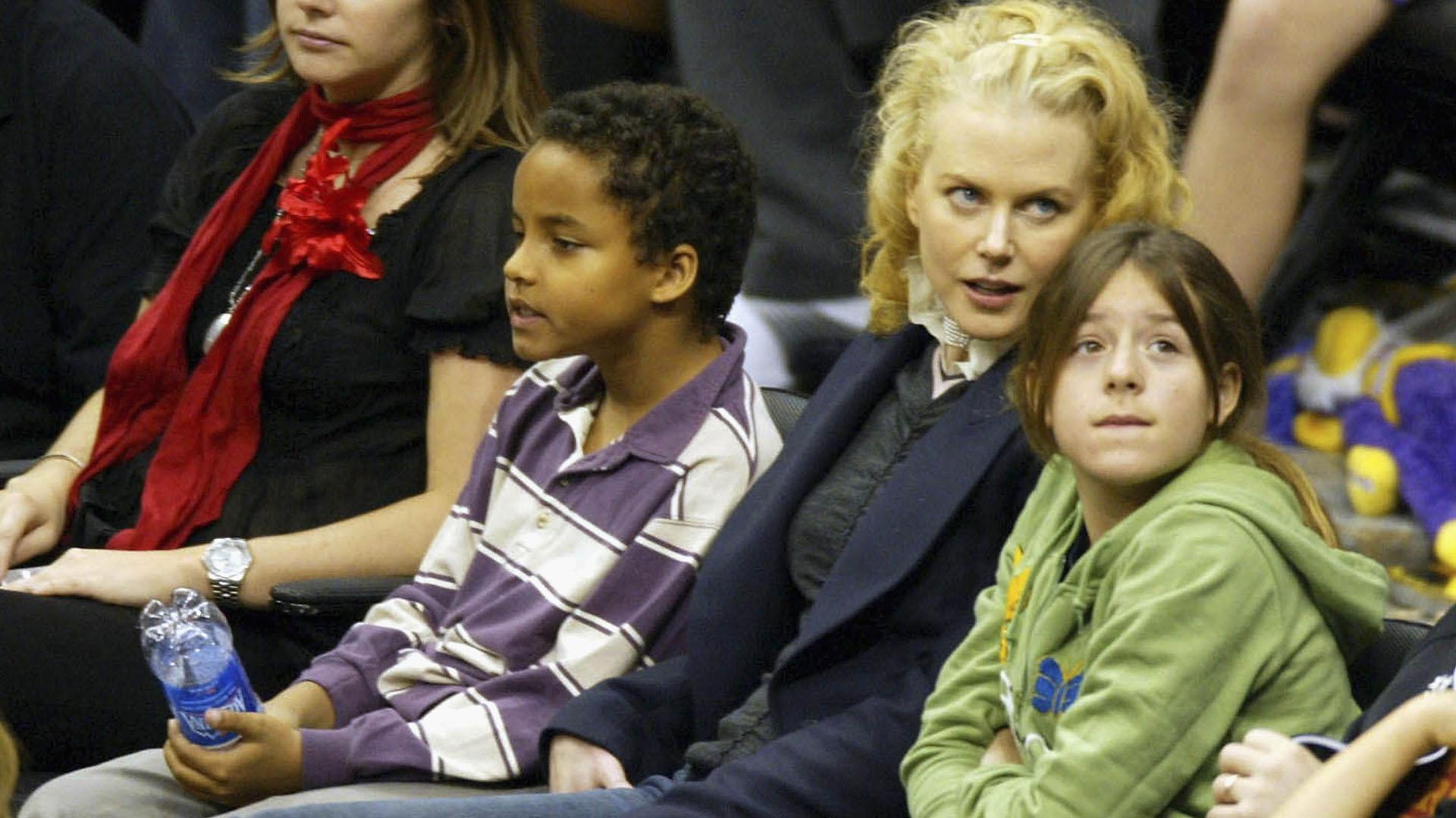 Nicole Kidman ys su hijos Connore Isabella en 2004