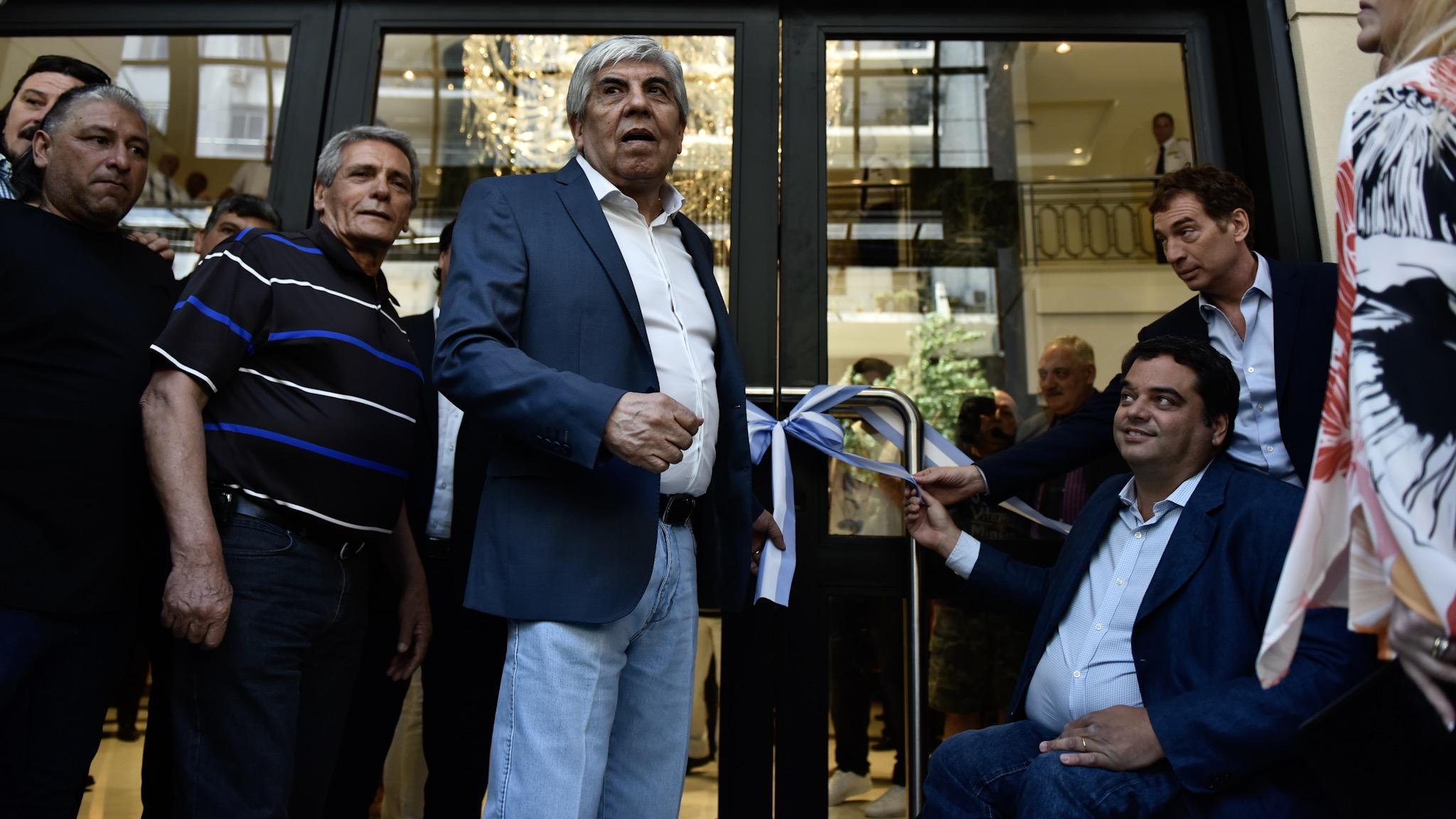 Hugo Moyano durante la inauguracion de un sanatorio del sindicato de Camioneros, acto del que también participaron el ministro de Trabajo, Jorge Triaca, el vicejefe de Gobierno porteño, Diego Santilli, y el triunviro de la CGT, Carlos Acuña (Adrián Escandar)