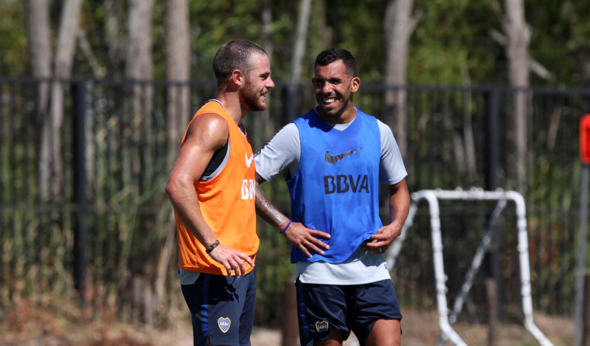 Tevez está en duda por una lesión en el hombro y Nandez no jugará por una suspensión (Enrique Marcarian)