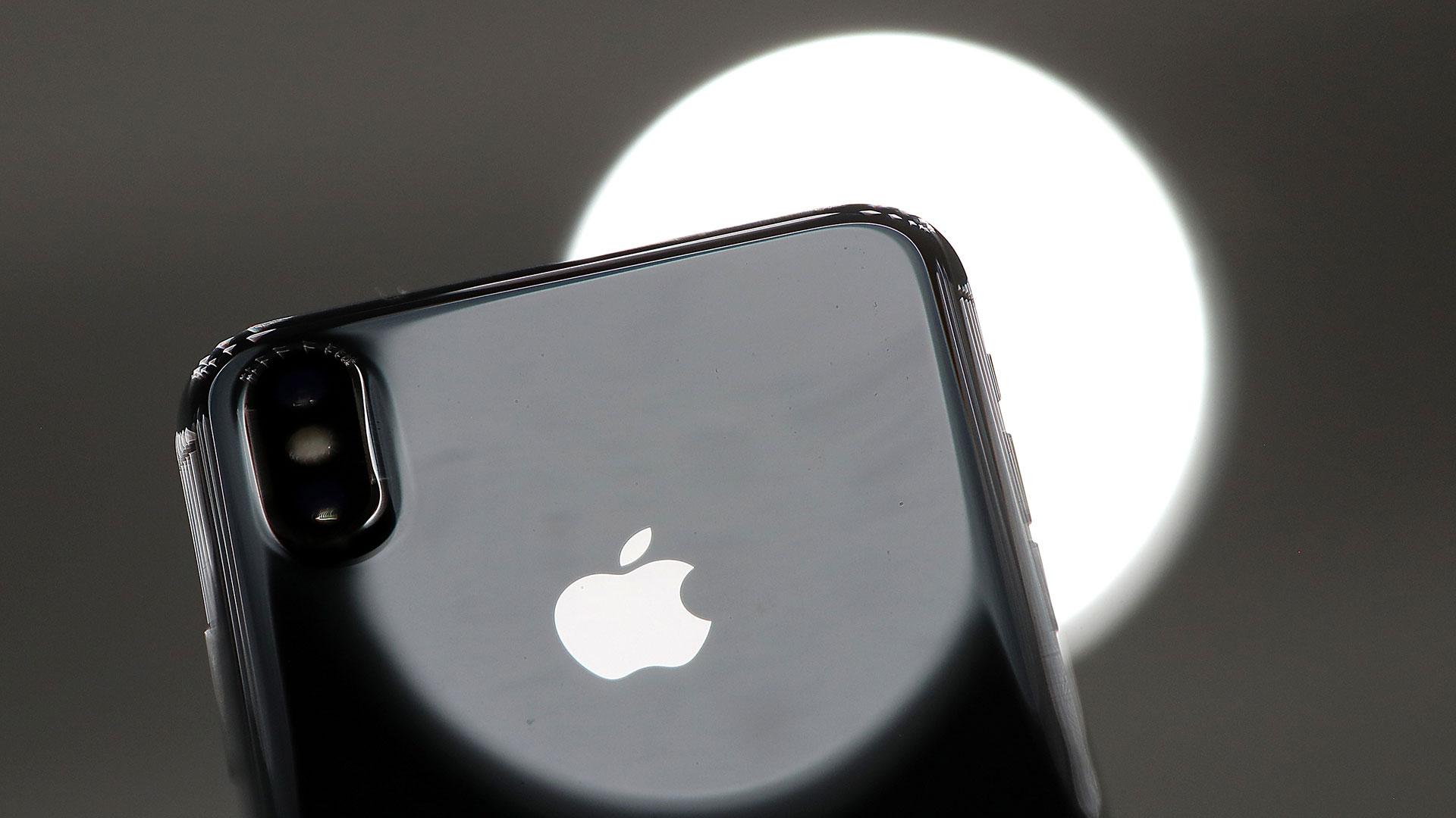 Los sistemas operativos iOS 10.2.1 y el 11.2 redujeron la velocidad de los dispositivos para compensar la poca capacidad de las baterías de litio envejecidas. (Getty Images)