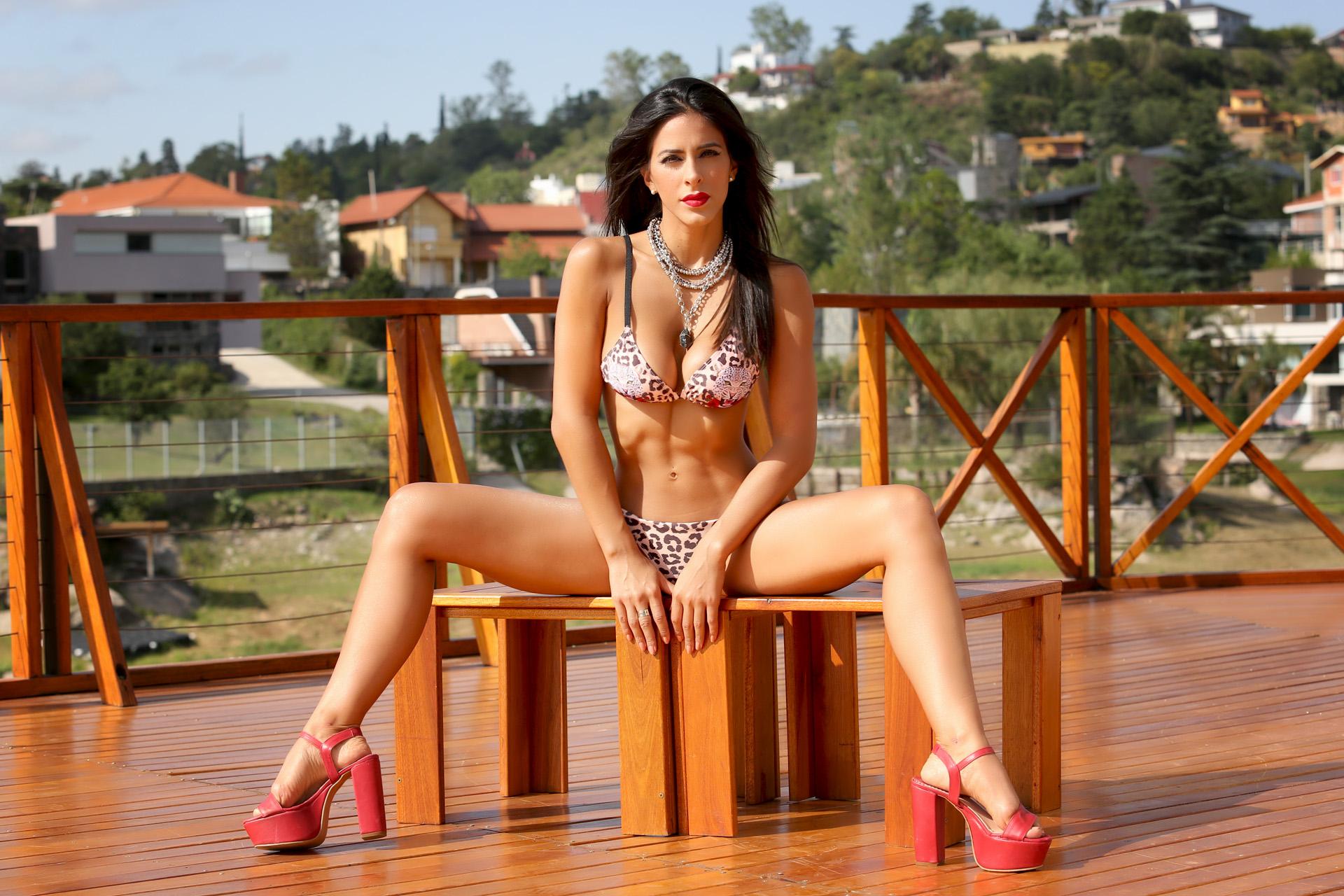 """Celeste Muriega mostró sus curvas en una producción para Teleshow. La bailarina participa en el espectáculo """"Bien Argentino"""" en Carlos Paz"""