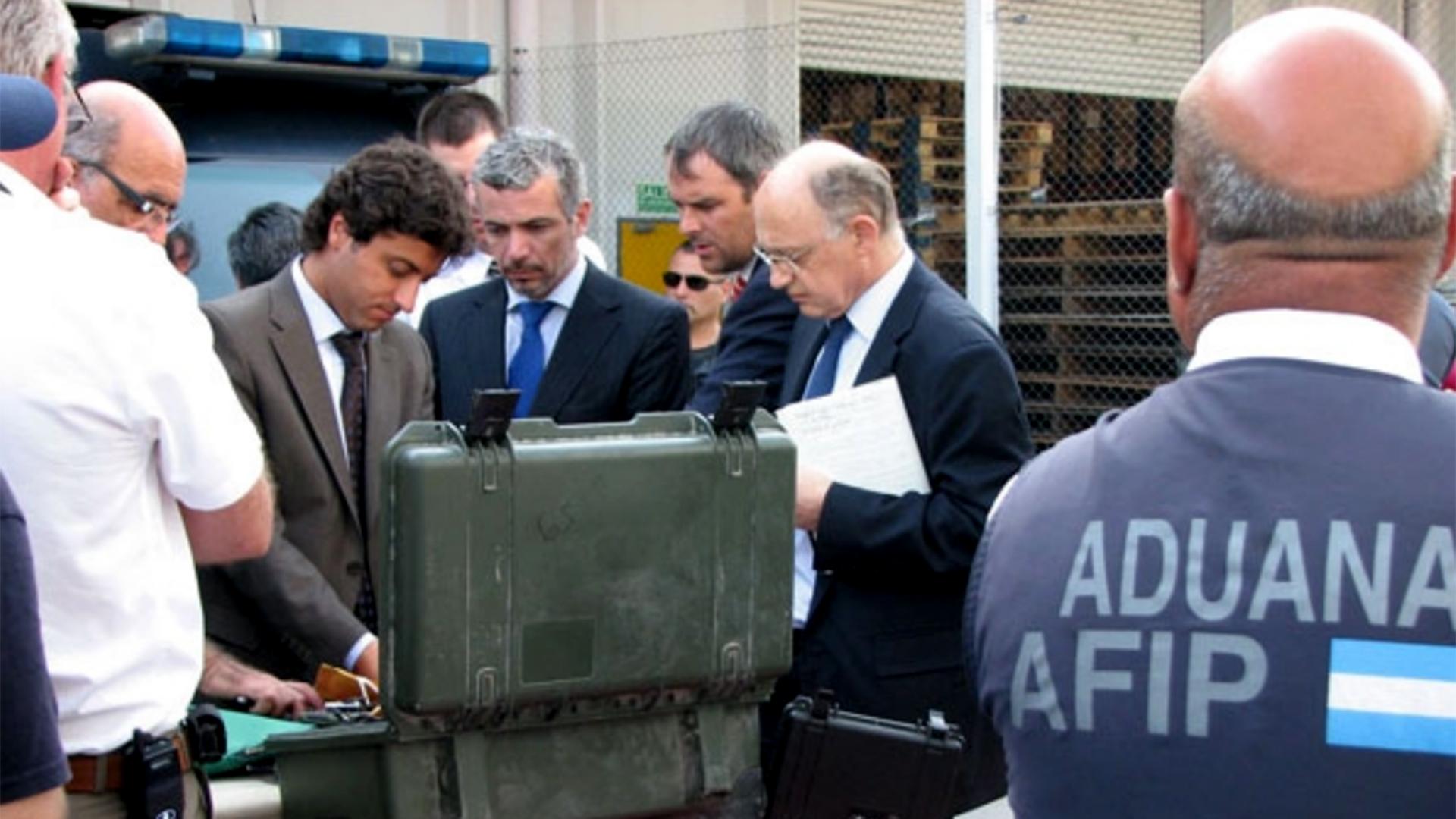 Timerman generó un conflicto diplomático con Estados Unidos al incautar material militar