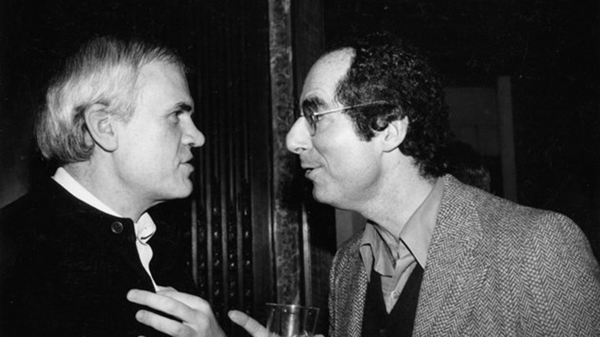 Junto a Milan Kundera, el reconocido escritor checo, con quientuvo una estrecha relación