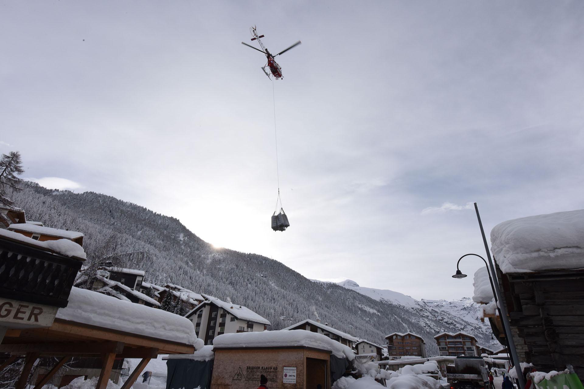 La única vía de salida que tenían los turistas eran los helicópteros de emergencia que proporcionó Air Zermatt(AFP)