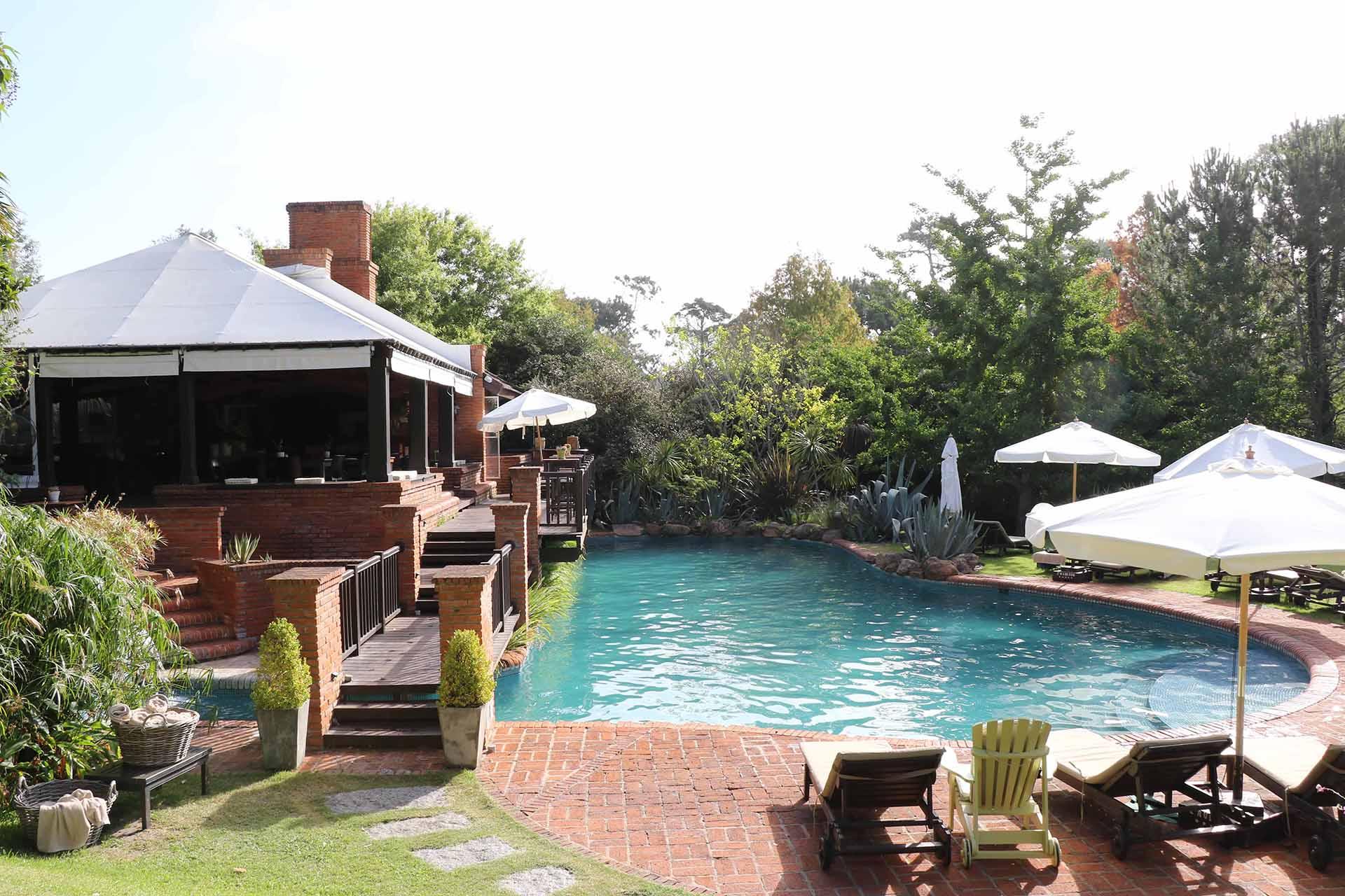 Pileta, jardín y relax