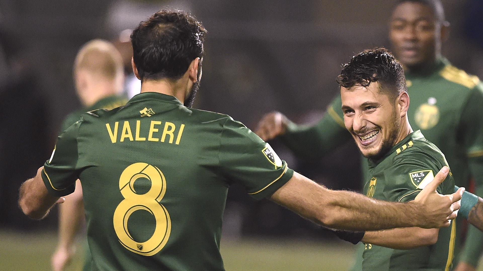 Sebastián Blanco celebrando un gol junto a Diego Valeri (Getty Images)