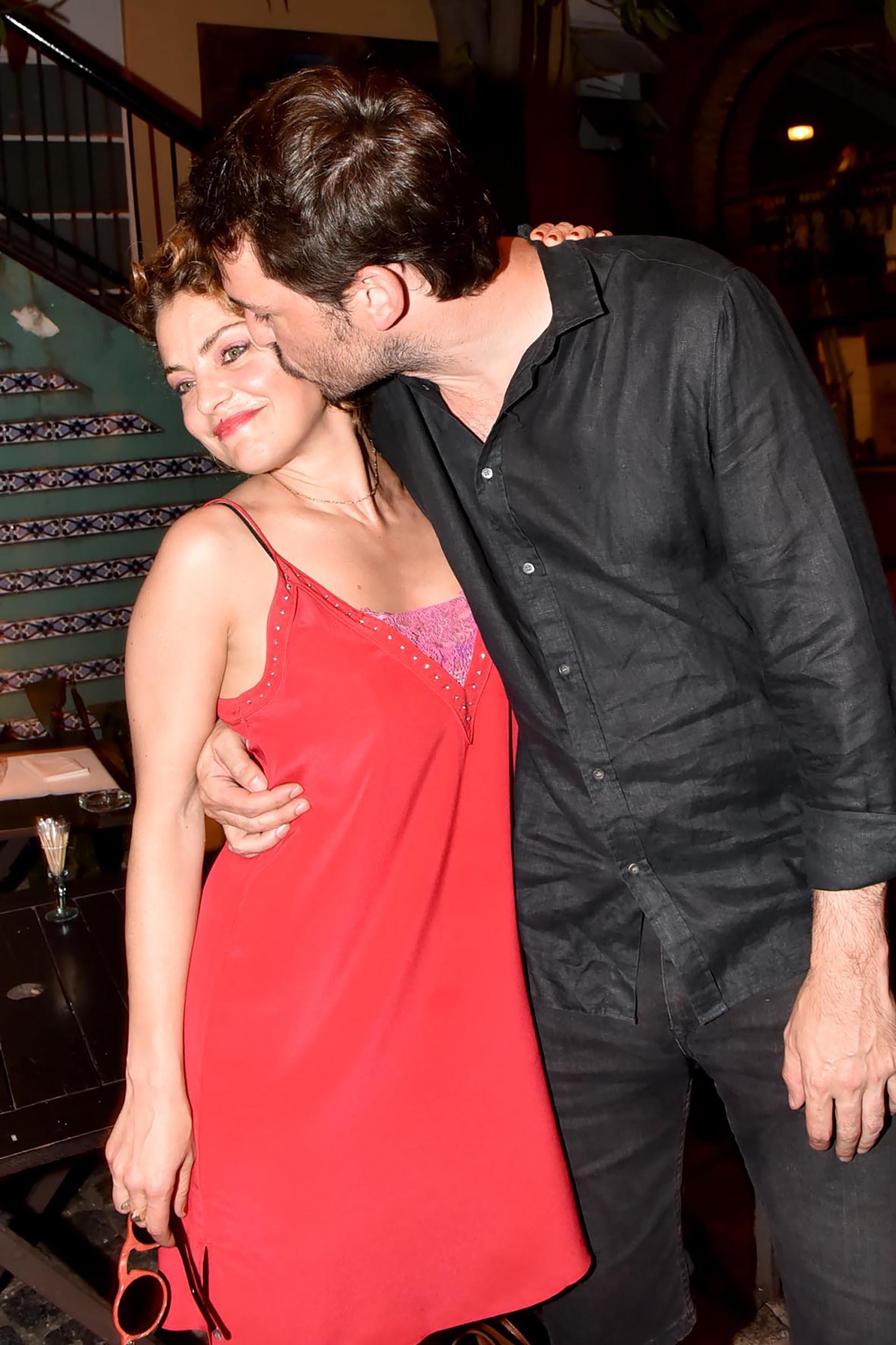 Dolores Fonzi, muy acaramelada con su novio, el director de cine Santiago Mitre