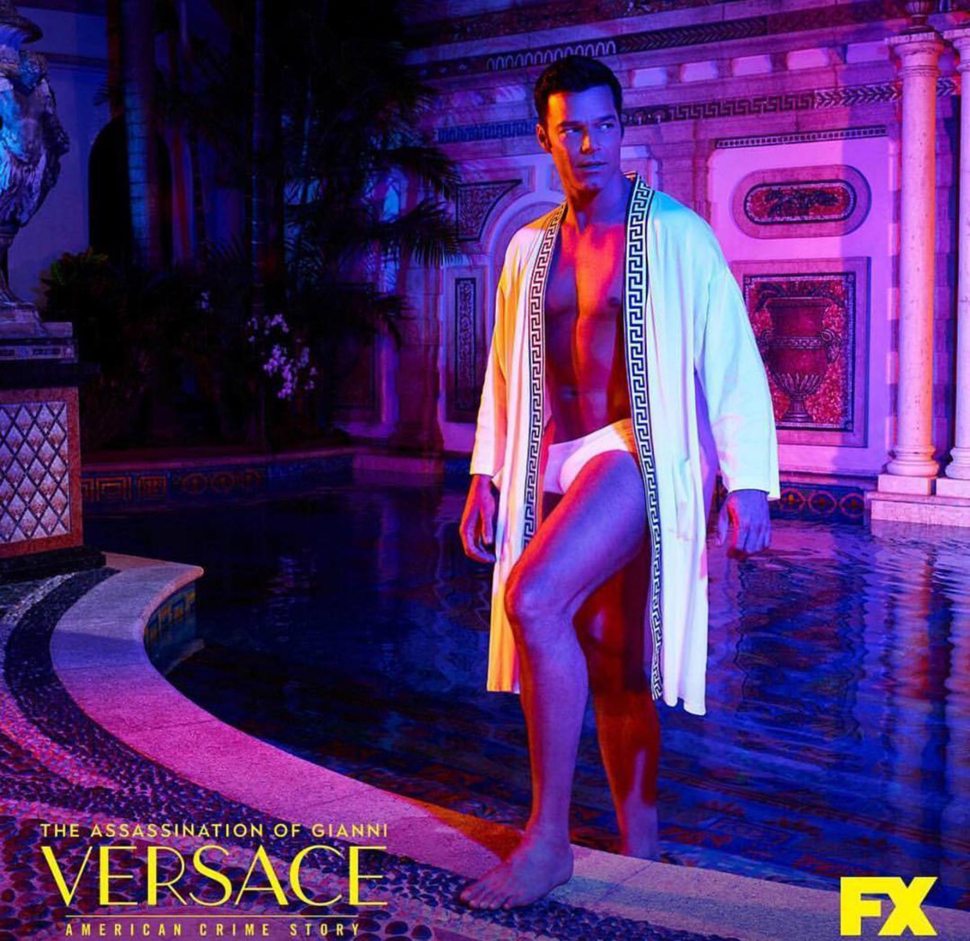 Ricky como Antonio D'Amico, el novio de Gianni Versace.