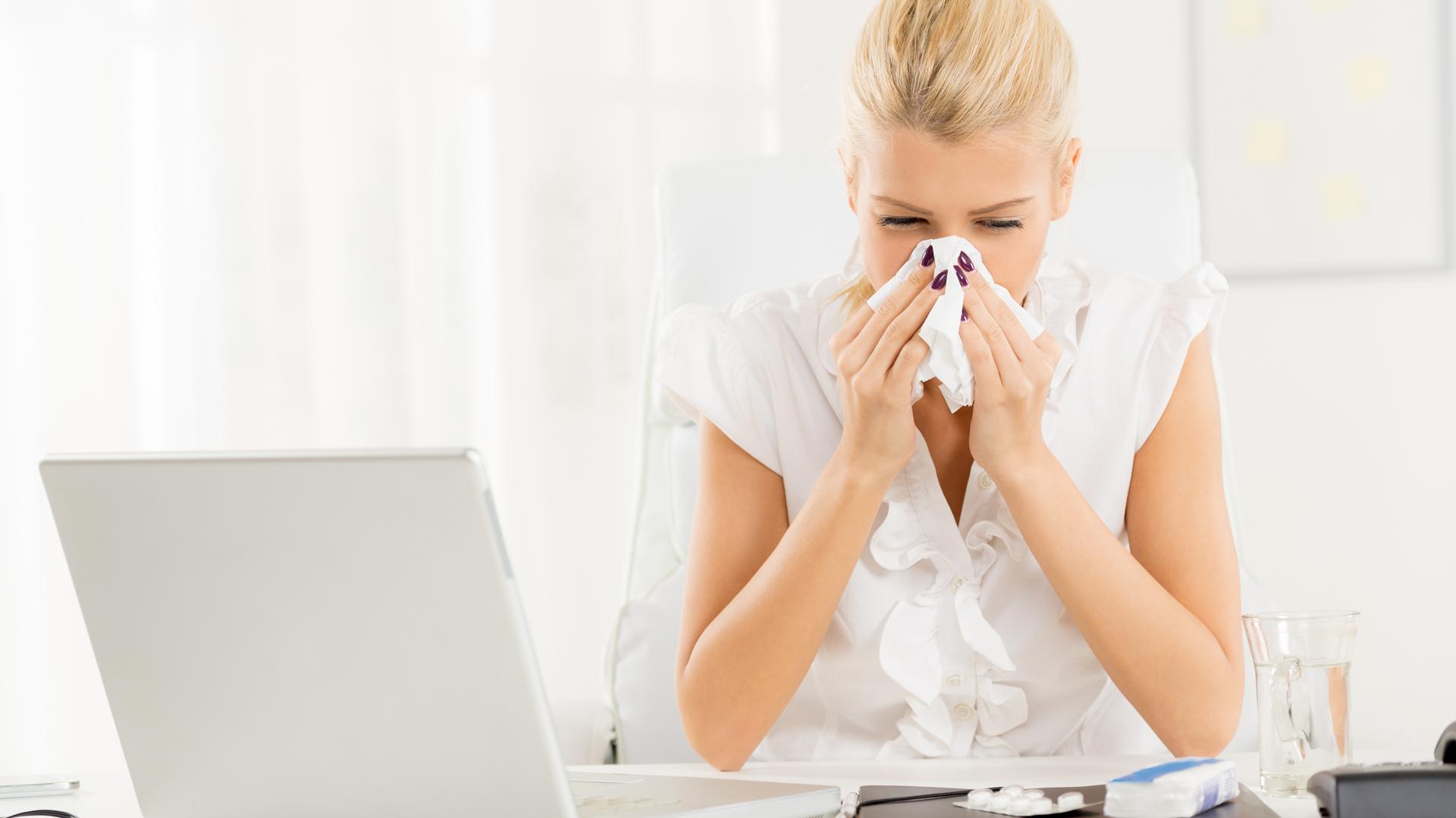 Resfríos, catarros, anginas, dolores musculares y articulares son algunas de las consecuencias del cambio brusco de temperaturas (Getty)