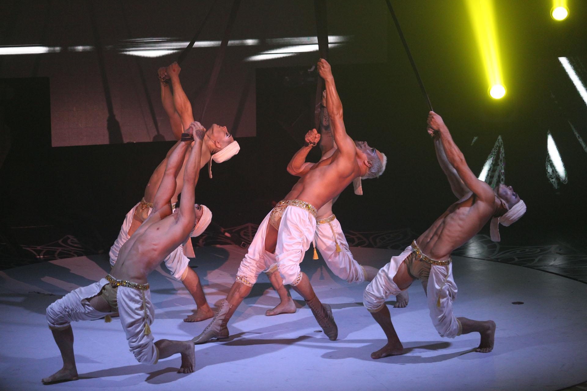 Mahatma combina baile y acrobacia