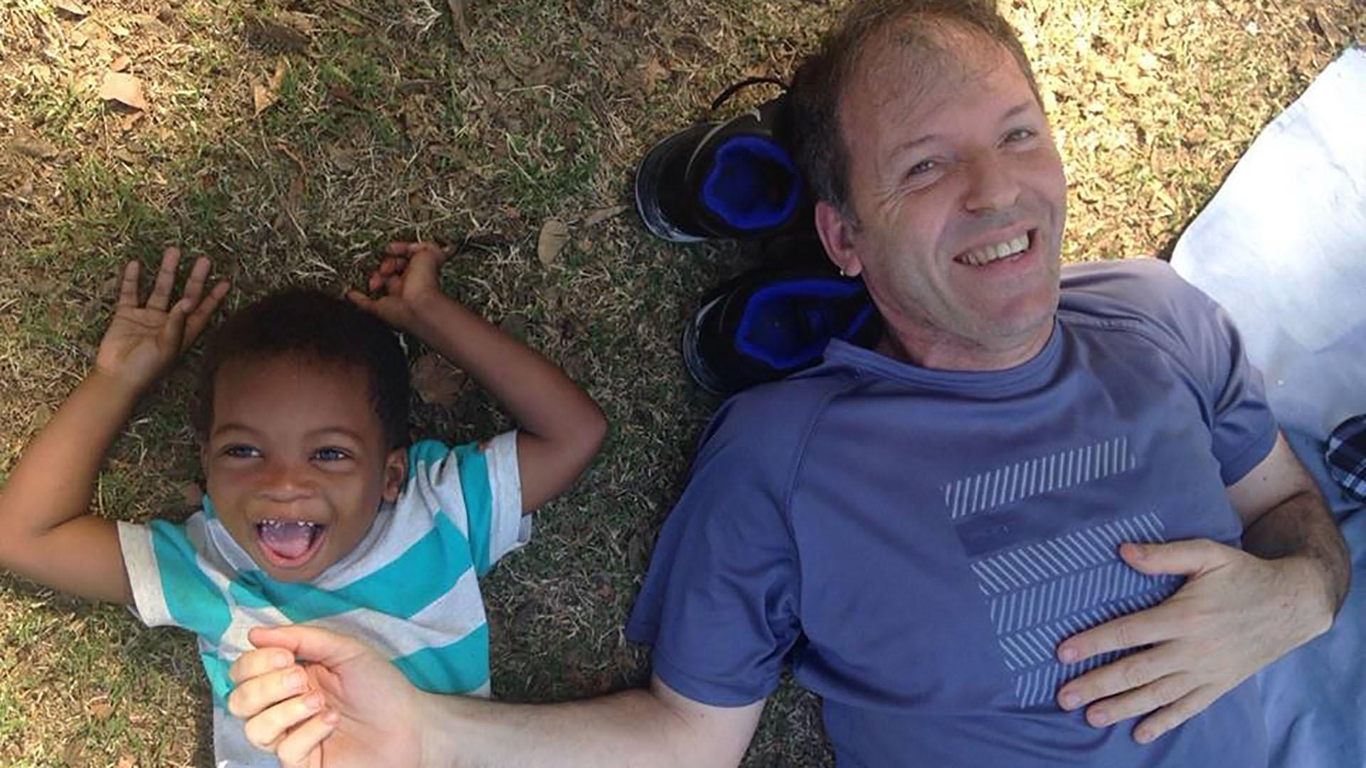 Adolfo y el pequeño Davidson, ya juntos y en la Ciudad de Buenos Aires