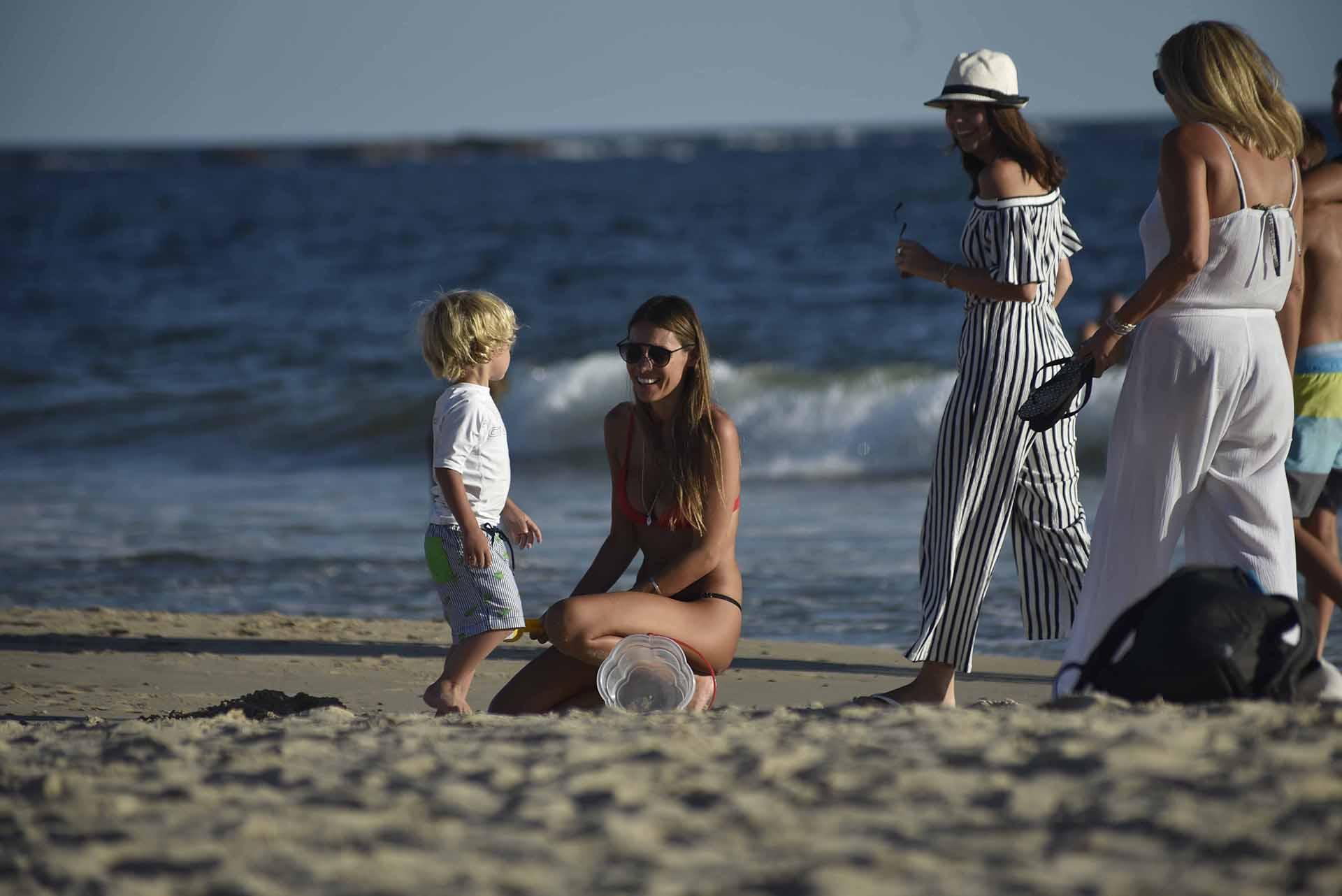 Pampita disfruta de sus vacaciones en Punta del Este con sus hijos. En breve, viajará a Playa del Carmen para celebrar su cumpleaños número 40 con un grupo de amigas