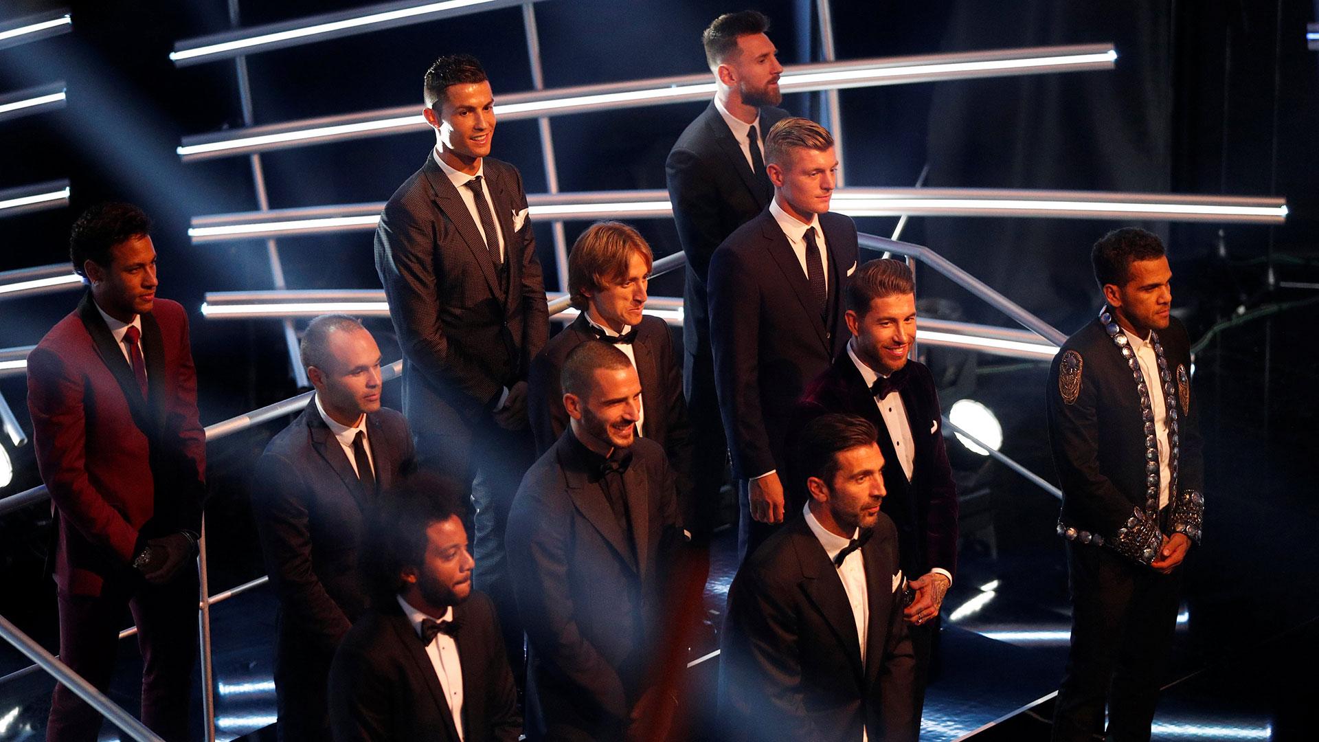 El equipo que quedó elegido en la gala The Best de la FIFA sufrió dos modificaciones hechas por los usuarios de la UEFA: De Bruyne por Iniesta y Hazard por Neymar