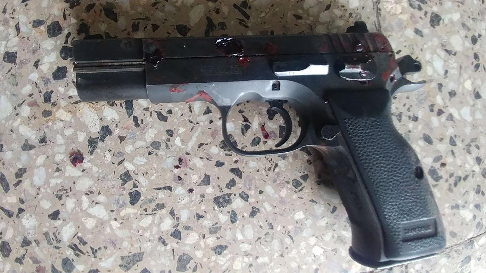 Una de las armas recolectadas por la Policía Científica.